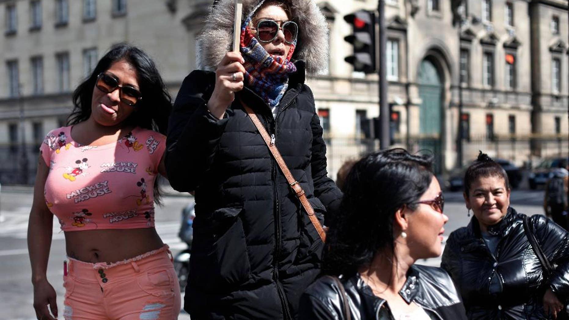 Проститутку во франции проститутки тюмень фото
