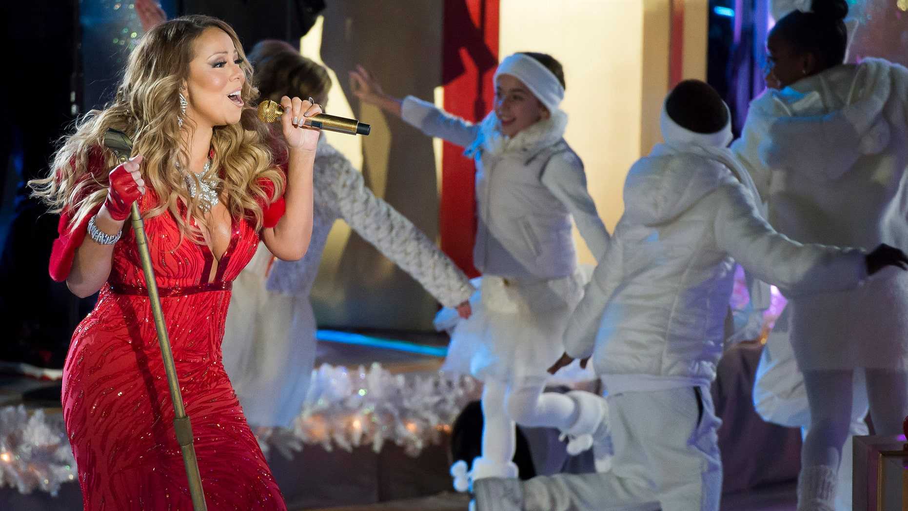 mariah carey performs at the 82nd annual rockefeller center christmas tree lighting ceremony on wednesday