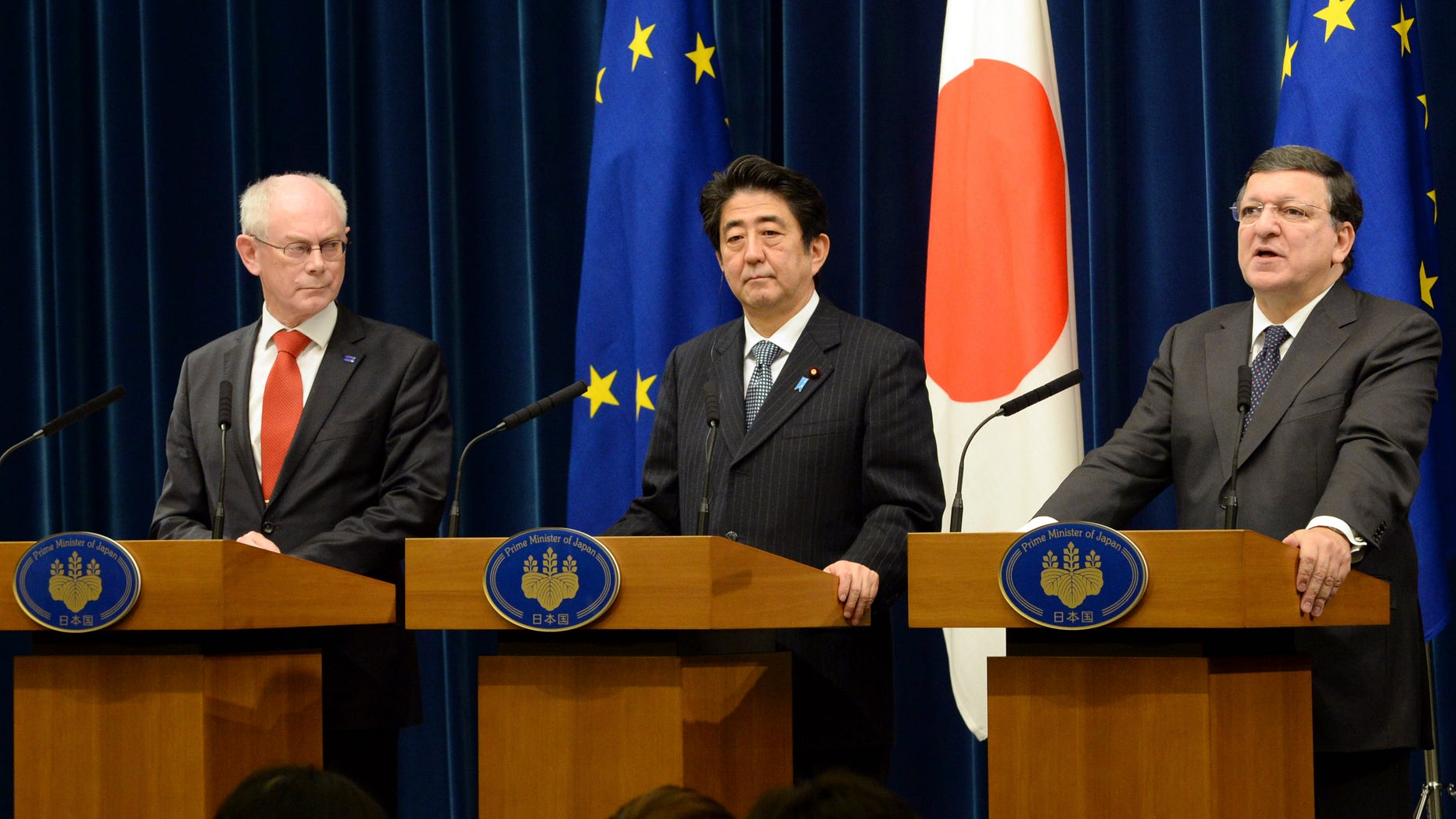 European Commission President Jose Manuel Barroso, right, delivers a speech while Japanese Prime Minister Shinzo Abe, center, and European Council President Herman Van Rompuy, look on during their joint press statement after their EU-Japan summit talks at Abe's official residence in Tokyo Tuesday, Nov. 19, 2013. (AP Photo/Toshifumi Kitamura, Pool)