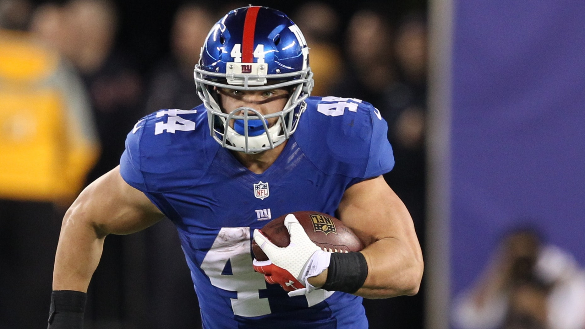 New York Giants' Peyton Hillis (44) rushes during the second half of an NFL football game against the Minnesota Vikings Monday, Oct. 21, 2013 in East Rutherford, N.J. (AP Photo/Peter Morgan)