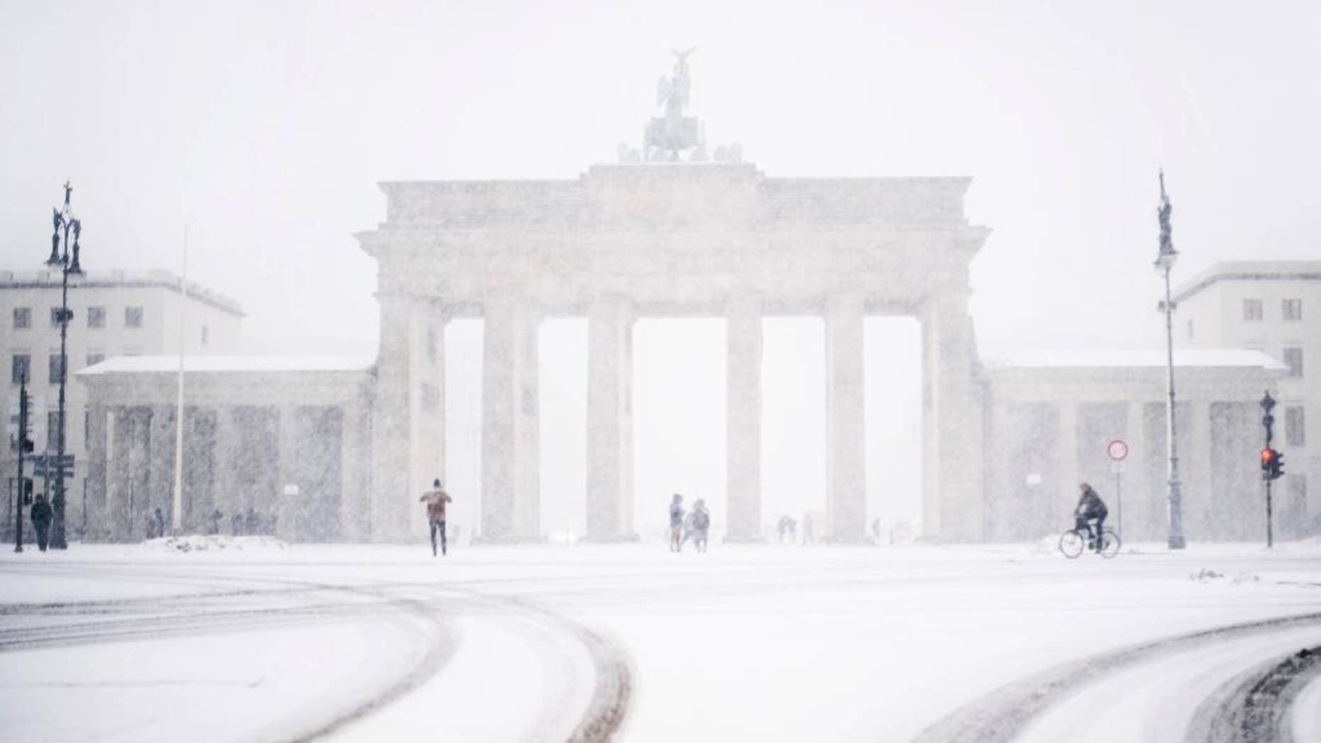 The Brandenburg gate can be seen through the window of a car during  snowfall  in Berlin, Germany, Wednesday, Jan. 11, 2017.  (Sophia Kembowski/dpa via AP)