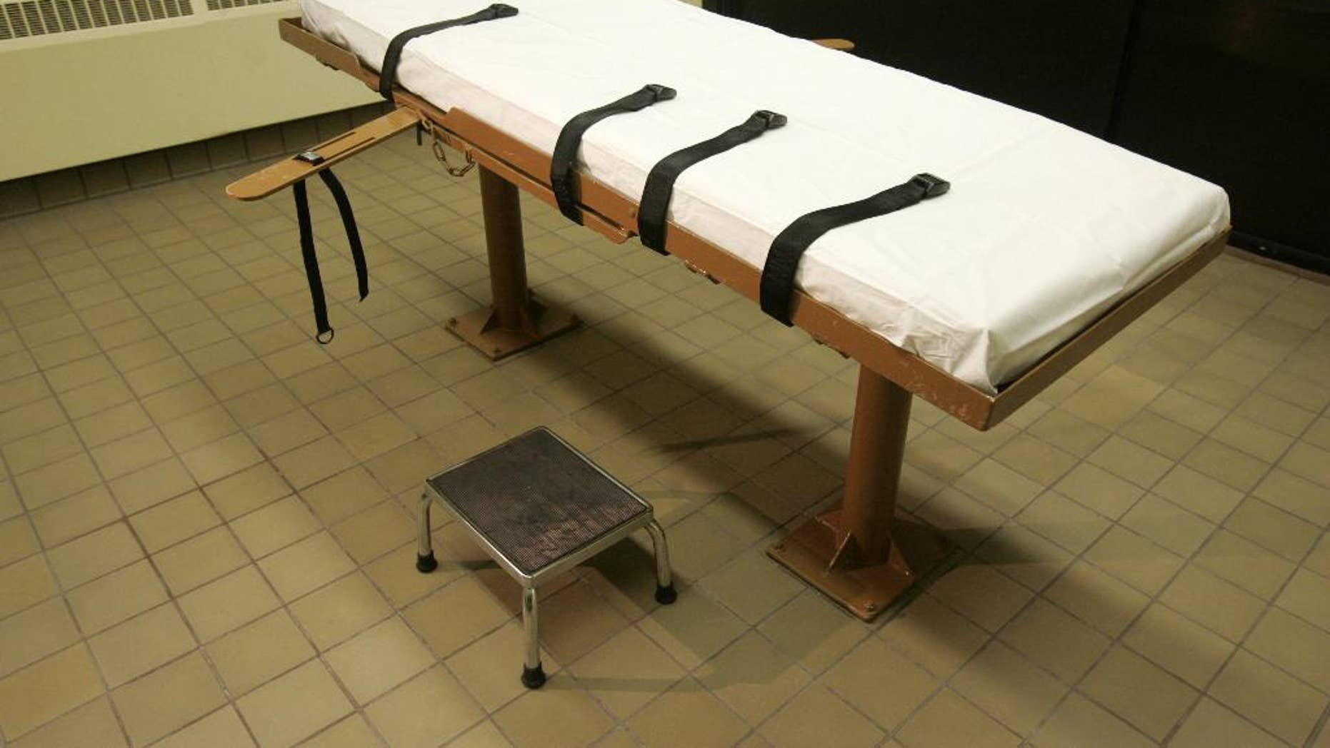 FILE -  This November 2005, file photo, shows the death chamber at the Southern Ohio Correctional Facility in Lucasville, Ohio. The Ohio Supreme Court is weighing arguments by death row inmate Romell Broom that allowing the state prisons agency to try again to execute him amounts to cruel and unusual punishment and double jeopardy. The court planned to hear arguments Tuesday, June 9, 2015. (AP Photo/Kiichiro Sato, File)