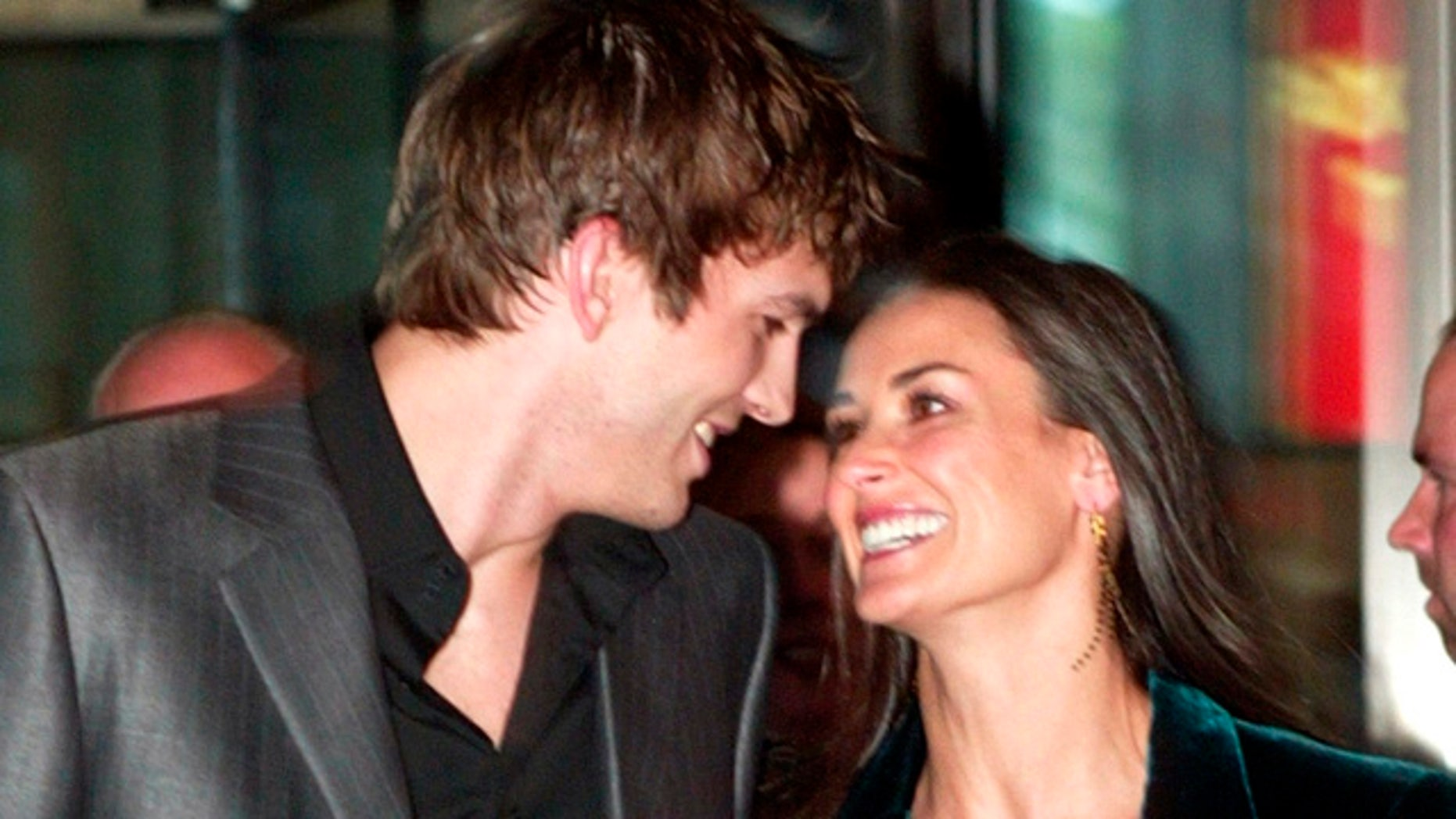 """Actress Demi Moore and her boyfriend actor Ashton Kutcher arrive at aspecial screening of the film """"Charlie's Angels Full Throttle"""" June 25,2003 in New York City. The film opens June 27th in the United States.REUTERS/Jeff ChristensenJC/ME"""