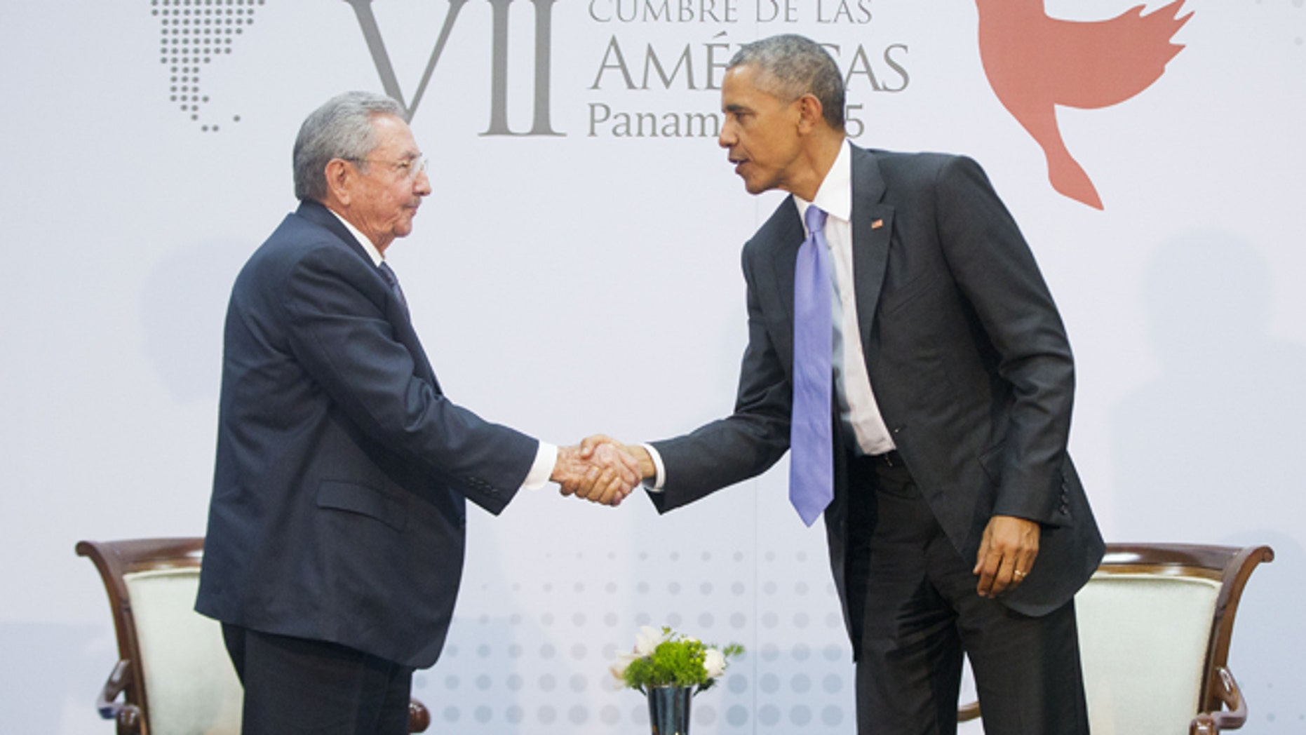 US President Barack Obama and Cuban President Raul Castro shake hands during their meeting at the Summit of the Americas in Panama City, Panama, Saturday, April 11, 2015. (AP Photo/Pablo Martinez Monsivais)
