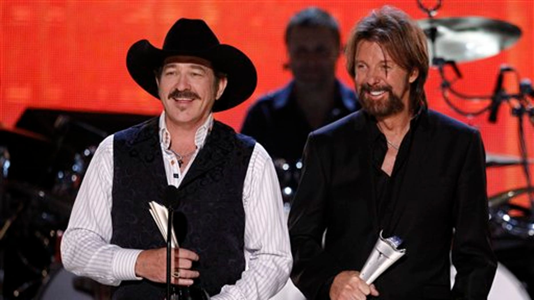 """In a April 19, 2010 file photo, Kix Brooks, left, and Ronnie Dunn accept the ACM Milestone Award during """"The Last Rodeo"""" tribute concert, in Las Vegas. (AP)"""