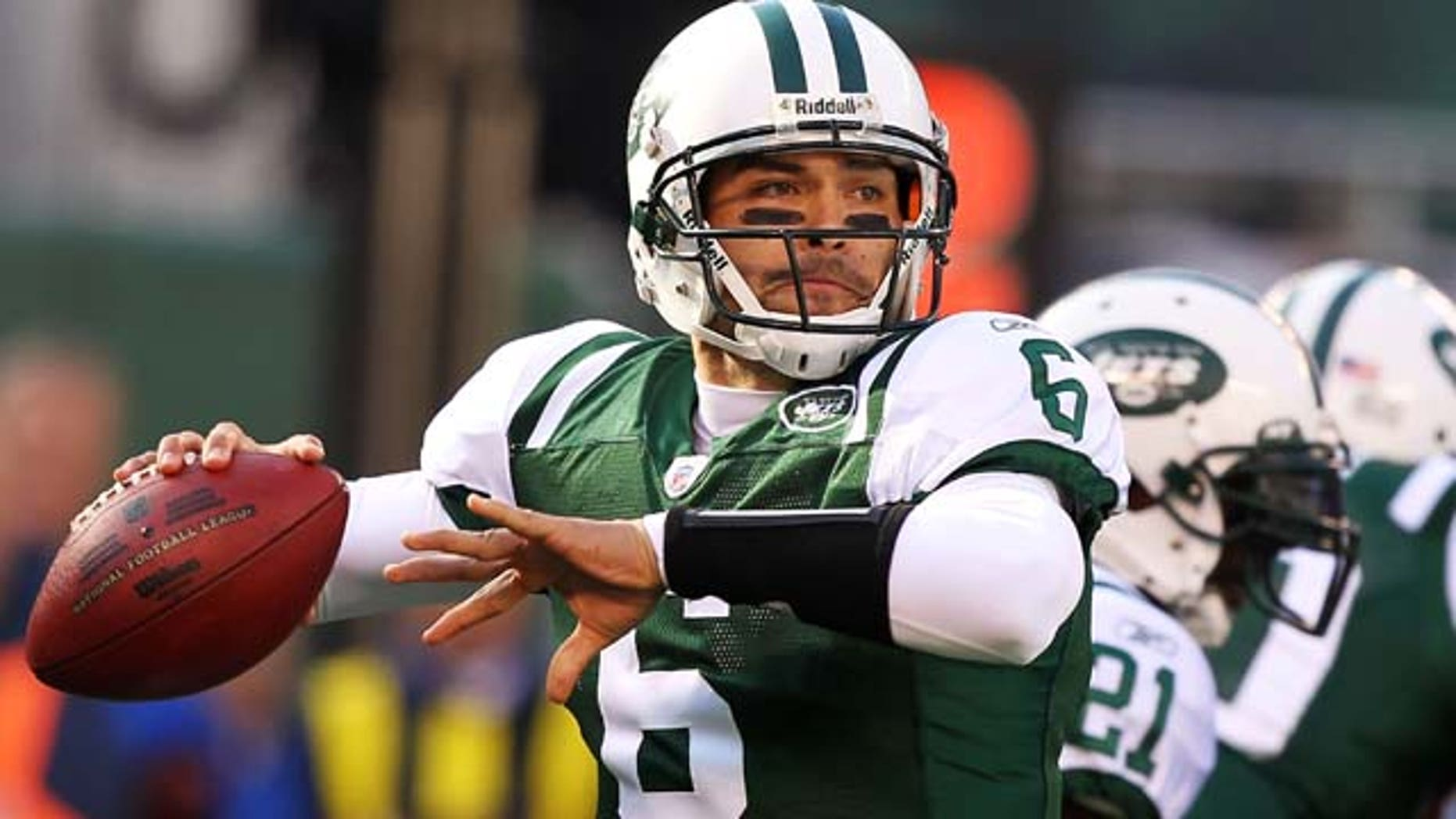 EAST RUTHERFORD, NJ - NOVEMBER 21:  Mark Sanchez #6 of the New York Jets throws against the Houston Texans during their  game on November 21, 2010 at the New Meadowlands Stadium in East Rutherford, New Jersey.  (Photo by Al Bello/Getty Images)