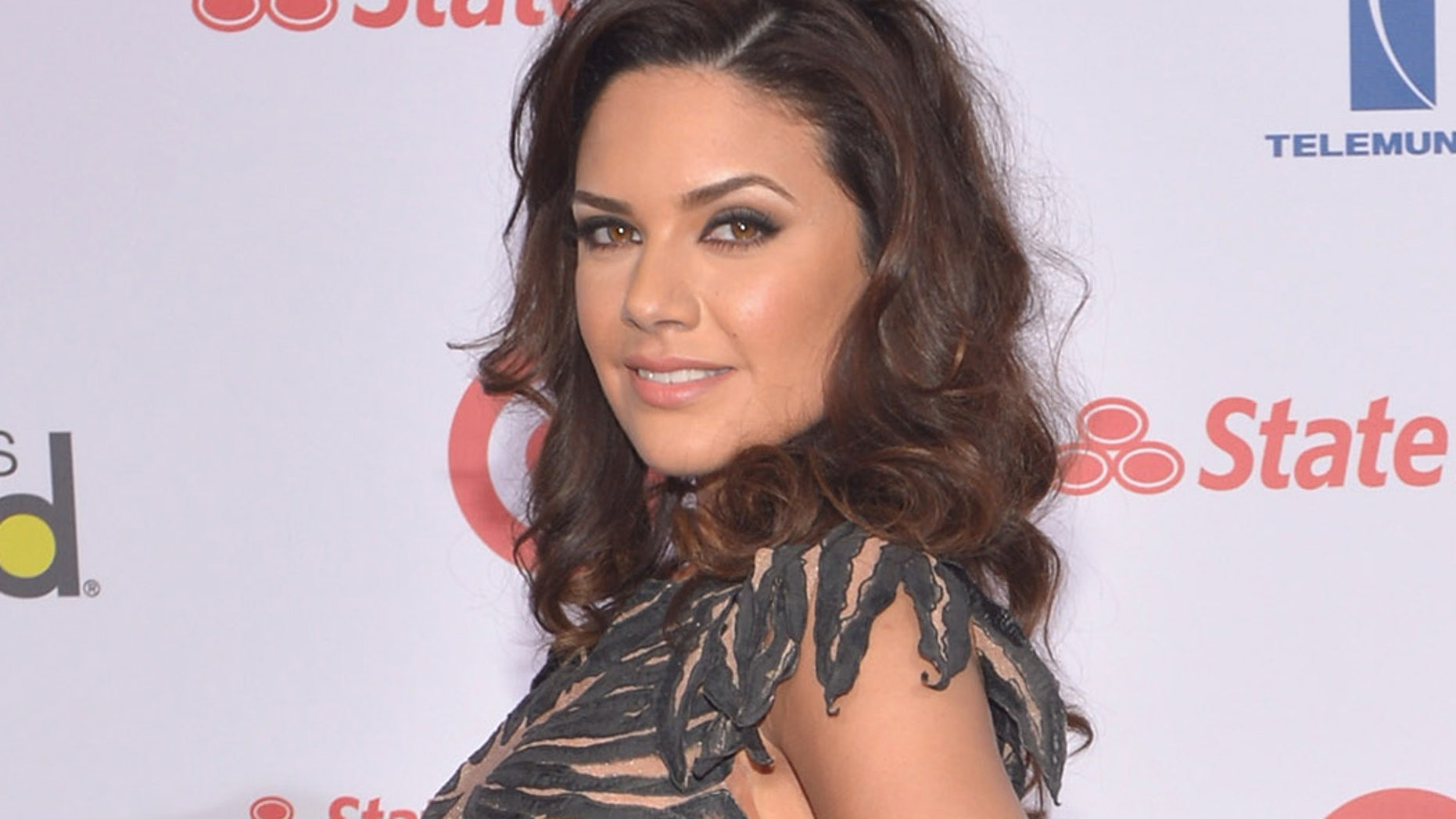 Angelica Celaya En Bikini angelica celaya makes fiery 'burn notice' tv crossover | fox
