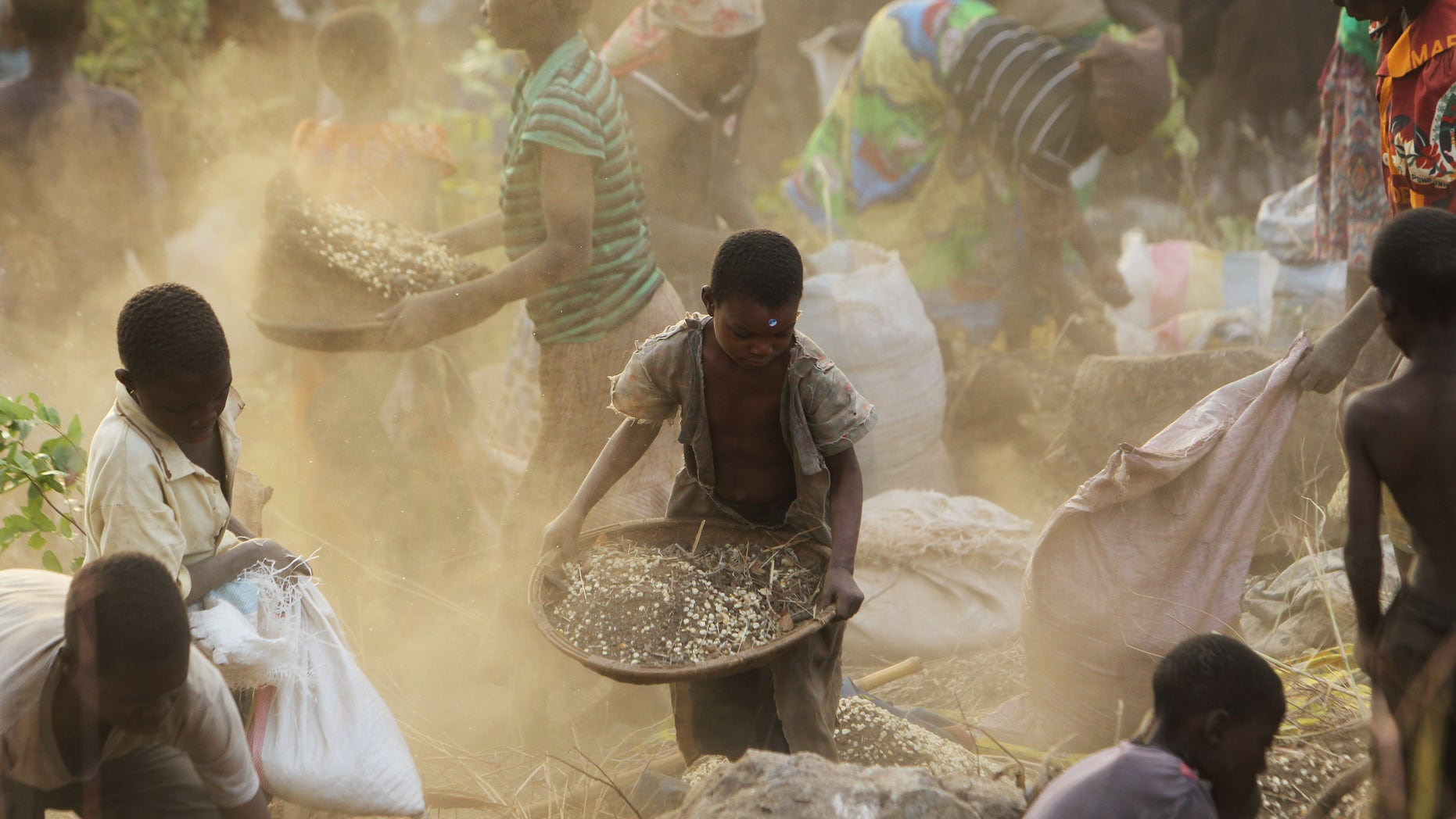 Women and children separate grain from soil, after the driver of a truck lost control of a vehicle which spilled grain, in the forest in Machinga, about 200 kilometers north east of Blantyre, Malawi, Tuesday, May 24, 2016. Hundreds of villagers thronged the spot and helped themselves to some of the grain. About 2.8 million Malawians - nearly 20 percent of the population - face food insecurity, making the country one of the worst hit in Southern Africa(AP Photo/Tsvangirayi Mukwazhi)