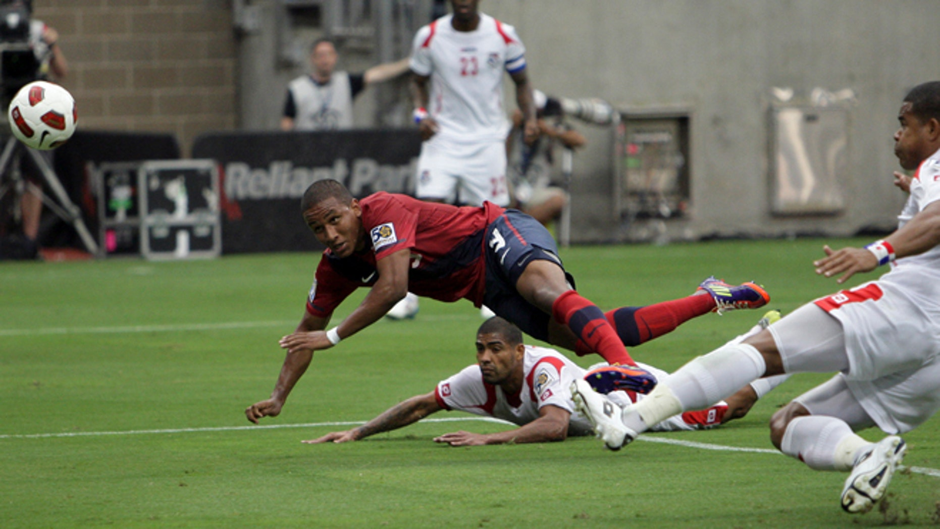 HOUSTON - JUNE 22:  Juan Agudelo #9 of the U.S.A. puts a header on goal in the first half as Roman Torres #5 of Panama is late defending on the play in the first half at Reliant Stadium on June 22, 2011 in Houston, Texas.  (Photo by Bob Levey/Getty Images)