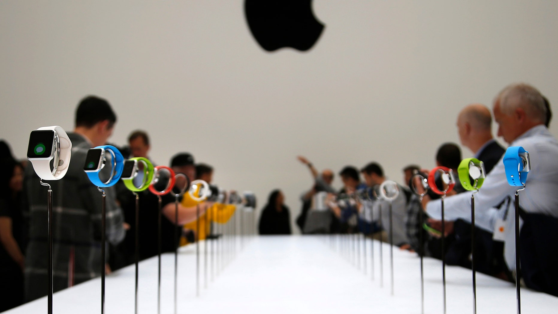 Members of the media look at the Apple Watch during an Apple event at the Flint Center in Cupertino, California, September 9, 2014. REUTERS/Stephen Lam (United States - Tags: SCIENCE TECHNOLOGY BUSINESS TPX IMAGES OF THE DAY) - RTR45L64