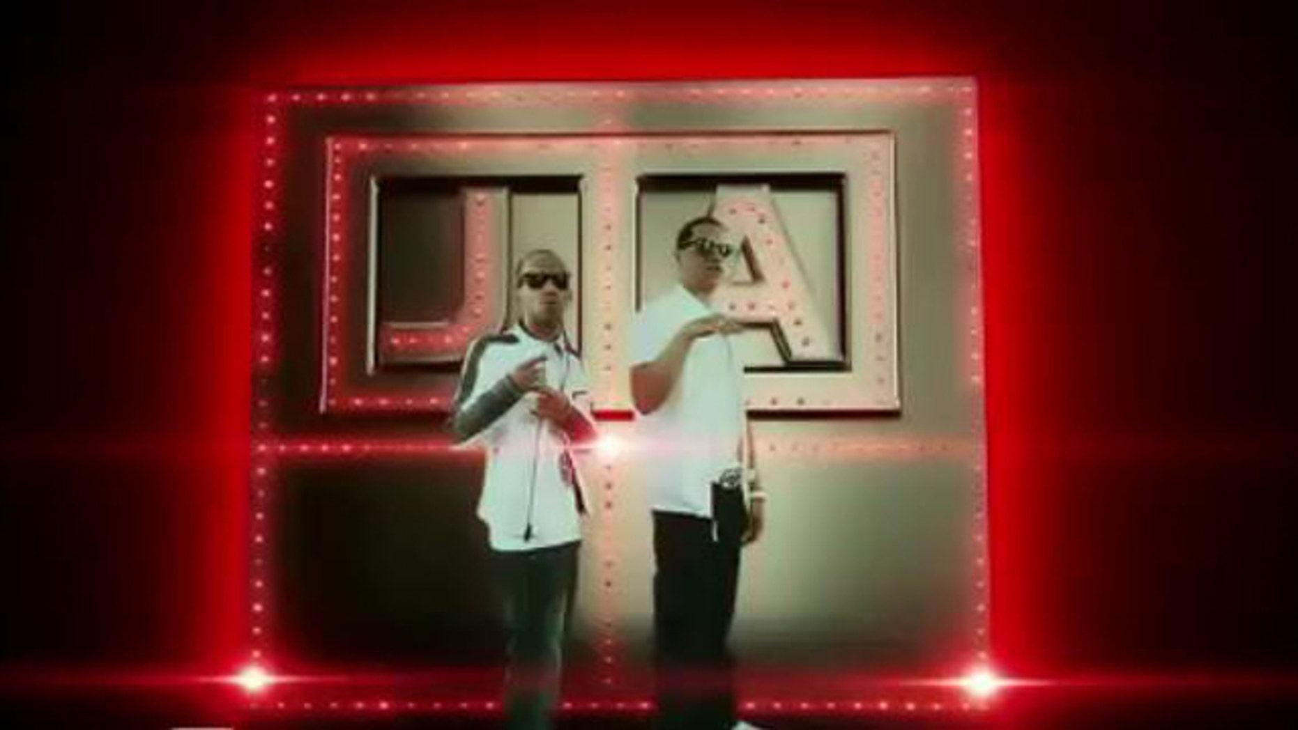 "J. Alvarez and Arcangel in their music video ""Regalame una noche"""
