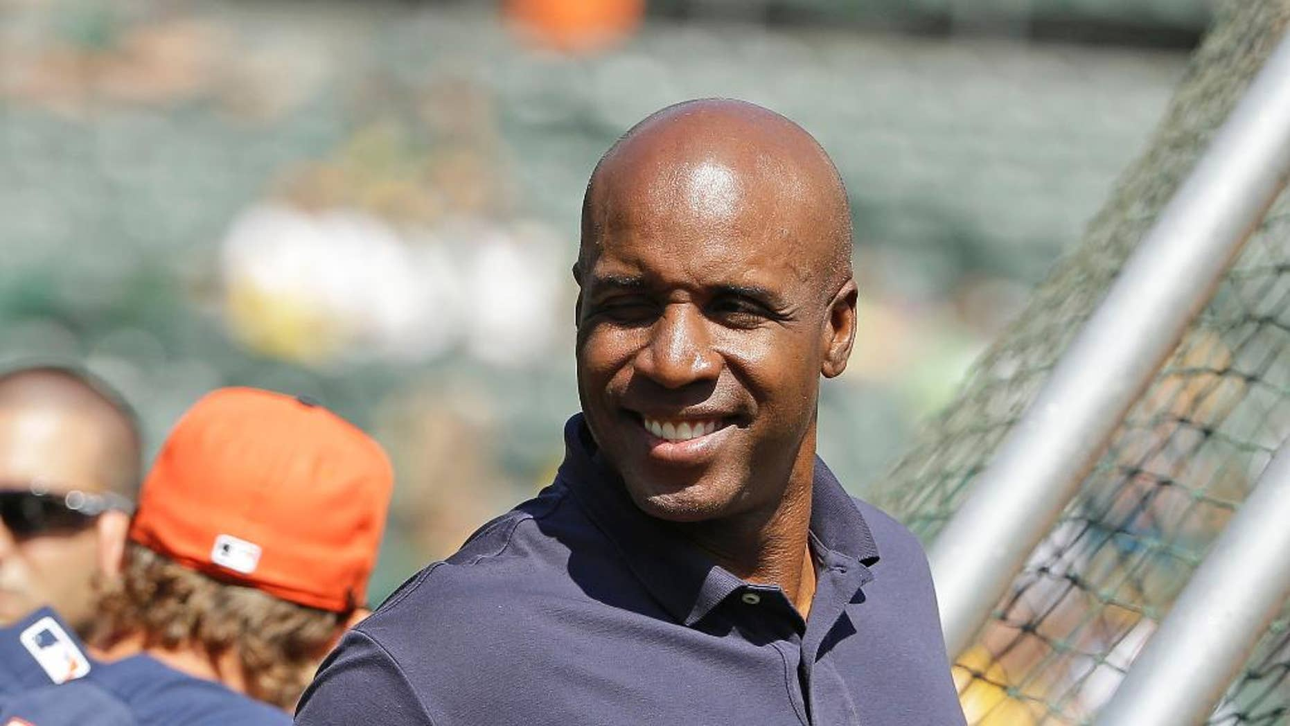 Career home run leader king Barry Bonds gives a thumbs up while standing behind the hitting cage and watching the Houston Astros take batting practice before the start of their baseball game against the Oakland Athletics Saturday, Sept. 6, 2014, in Oakland, Calif. (AP Photo/Eric Risberg)