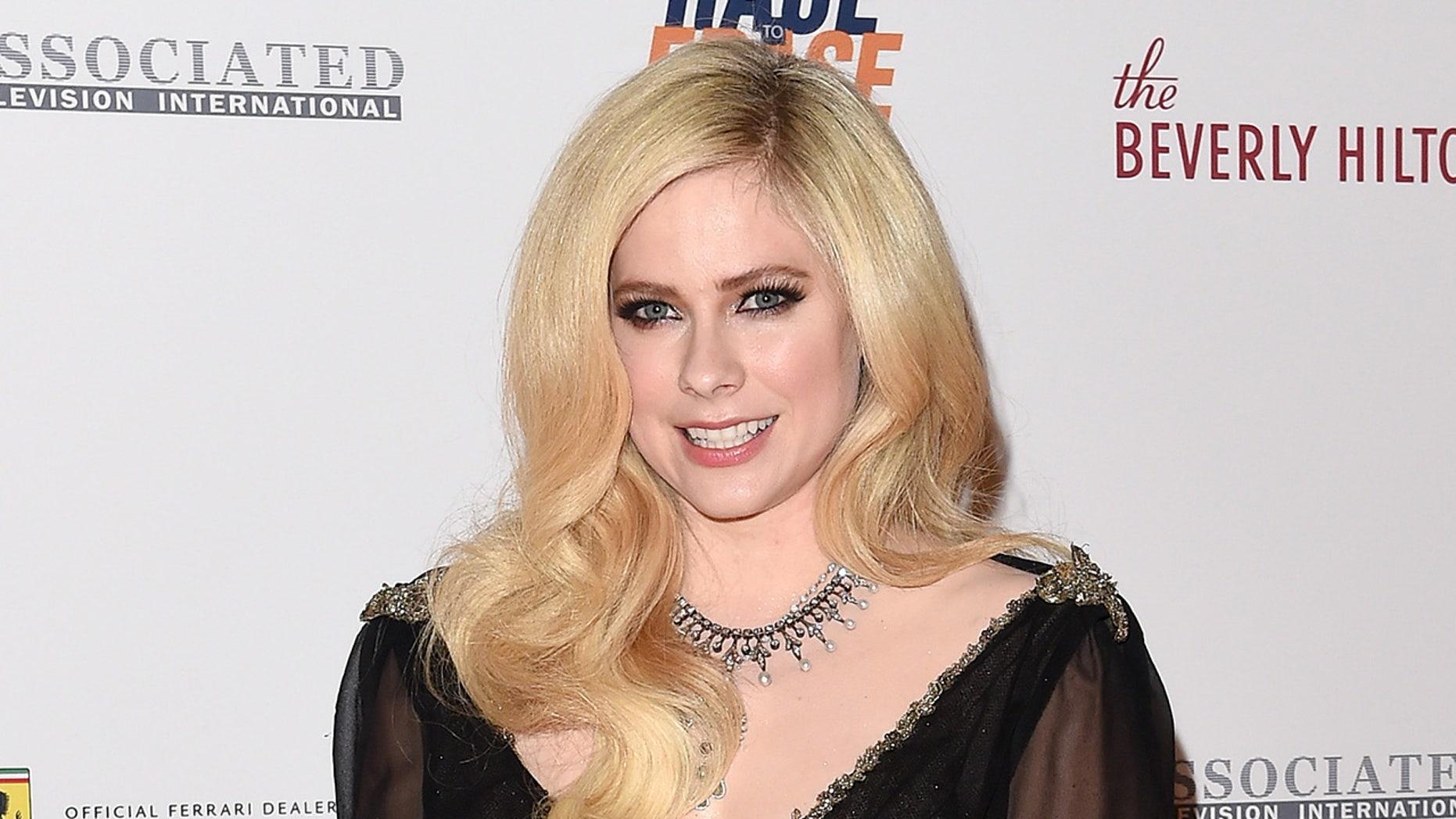 Avril Lavigne Nude Photos