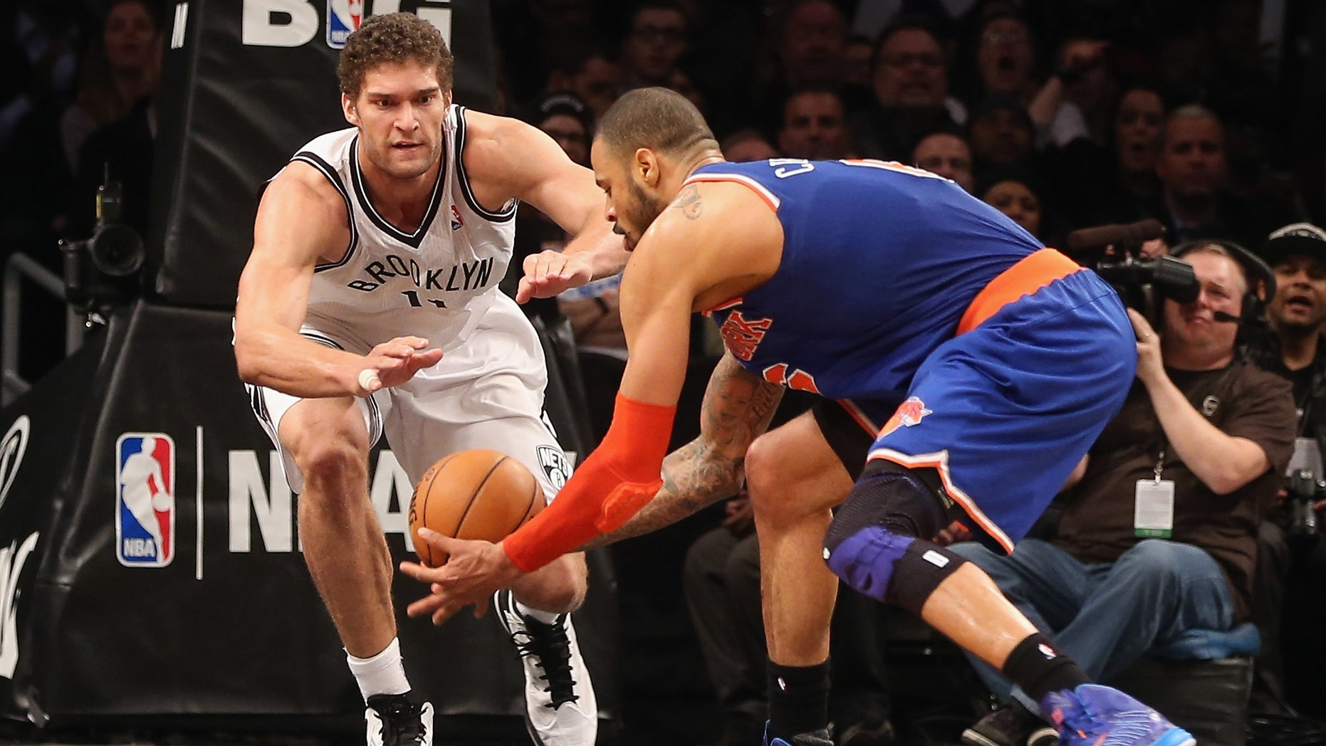 Brook Lopez #11 of the Brooklyn Nets and Tyson Chandler #6 of the New York Knicks battle for a loose ball at the Barclays Center on November 26, 2012 in the Brooklyn borough of New York City.(Photo by Bruce Bennett/Getty Images)