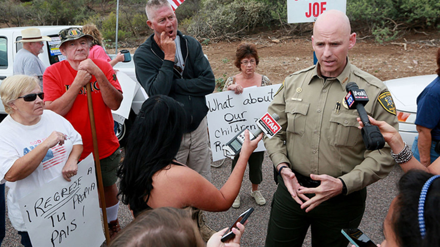 ORACLE, AZ JULY 15: Pinal County Head Sheriff Paul Babeu speaks with anti-immigration activists and the media during a protest along Mt. Lemmon Road in anticipation of buses carrying  illegal immigrants on Jully 15, 2014 in Oracle, Arizona.  About 300 protesters lined the road waiting for a busload of illegal immigrants who are to be housed at a facility in Oracle. (Photo by Sandy Huffaker/Getty Images)