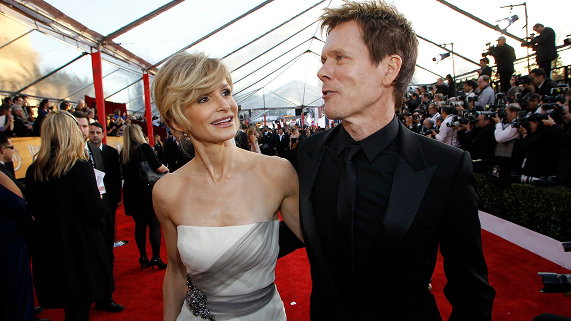 Kevin Bacon and Kyra Sedgwick celebrate their 30th wedding anniversary with a Bee Gees duet.