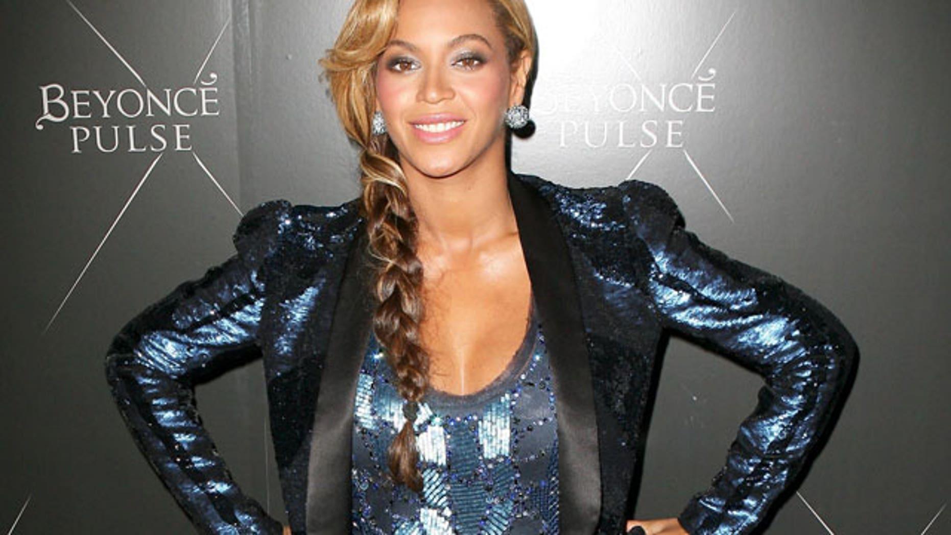 Beyonce (X17 Online)