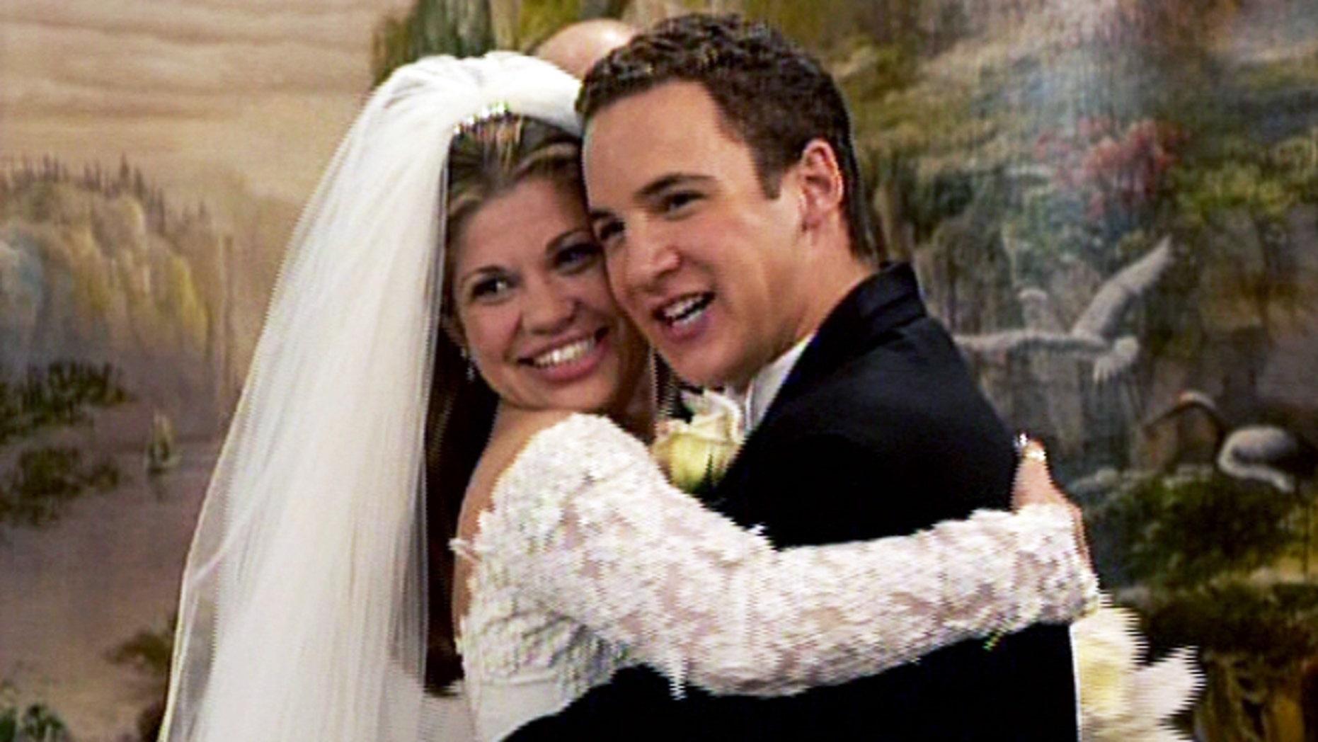 Danielle Fishel Wedding.Boy Meets World Reboot Girl Meets World To Star Danielle Fishel