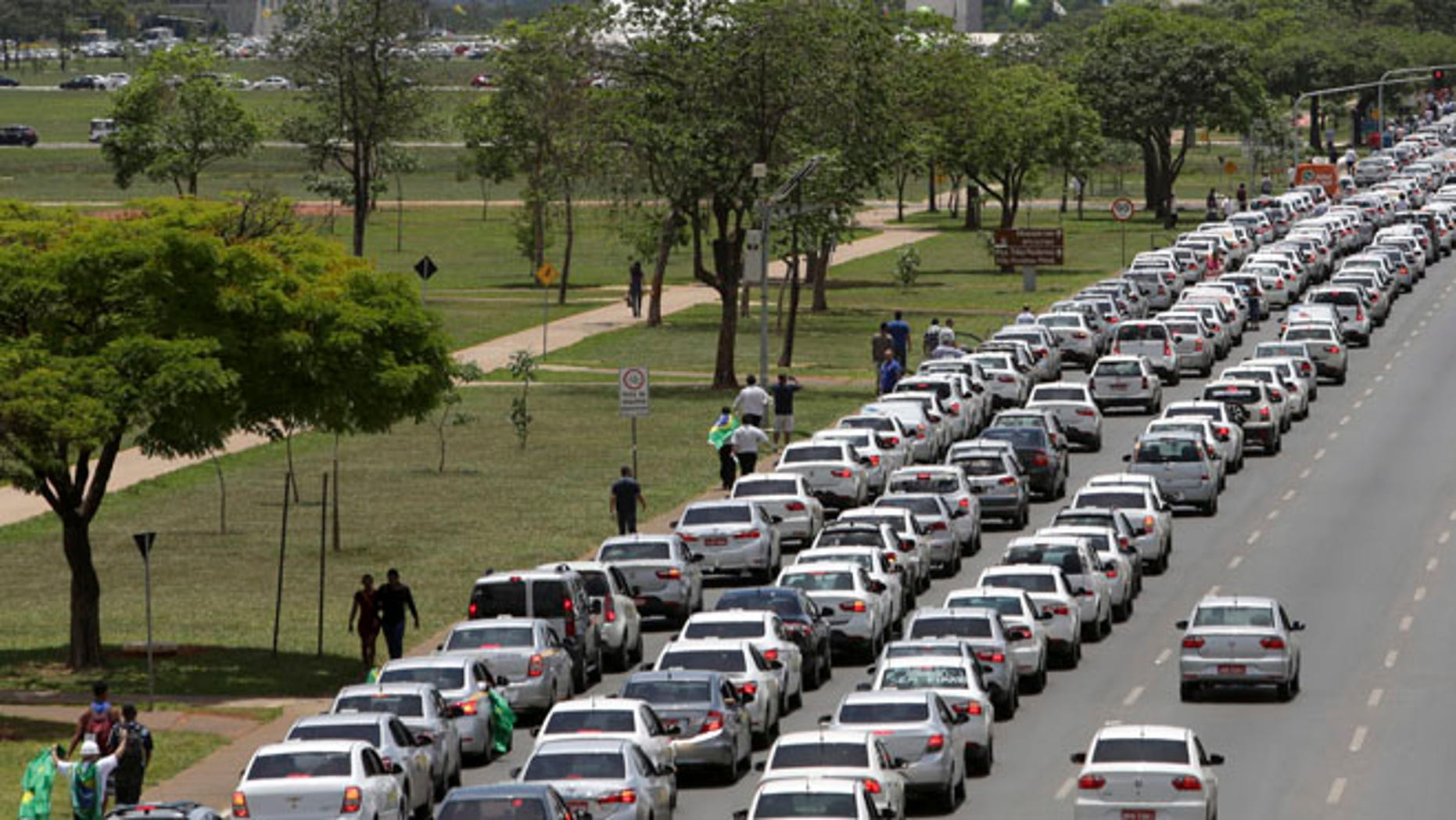 Taxi drivers protest against the online transportation service Uber, in Brasilia, Brazil, Tuesday, Nov. 8, 2016. More than 1 thousand taxi drivers, many in their vehicles, staged a protest in front of Congress demanding that it prohibits the U.S. based company from operating in Latin America's largest nation. (AP Photo/Eraldo Peres)