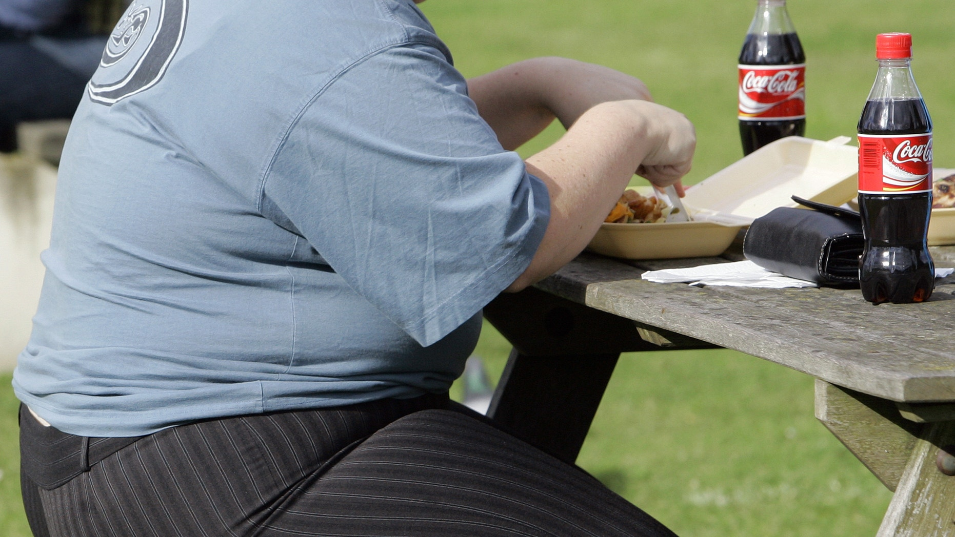 An overweight person eats in London, Wednesday, Oct. 17, 2007.  Almost a third of the world population is now fat, and no country has been able to curb obesity rates in the last three decades, according to a new global analysis released May 29, 2014. (AP Photo/Kirsty Wigglesworth, FILE)