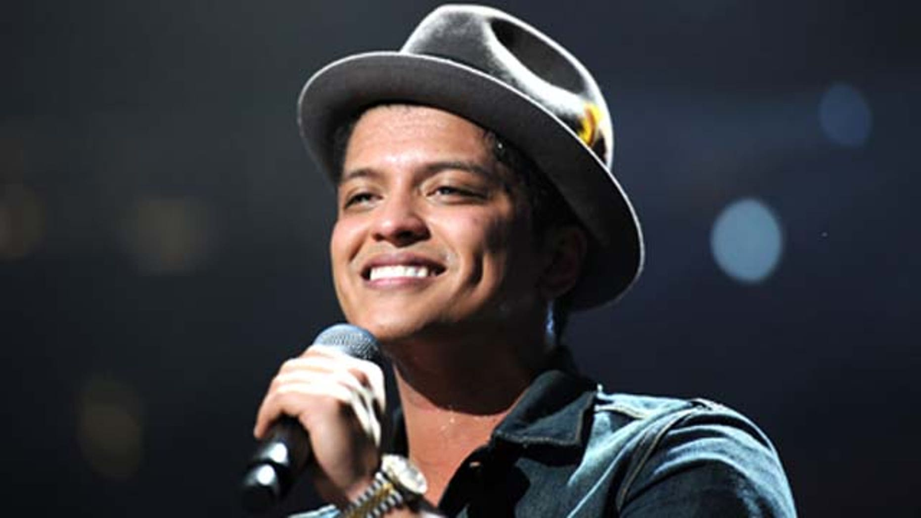 Bruno Mars will donate 24,000 meals to the less fortunate in Hawaii for Thanksgiving.