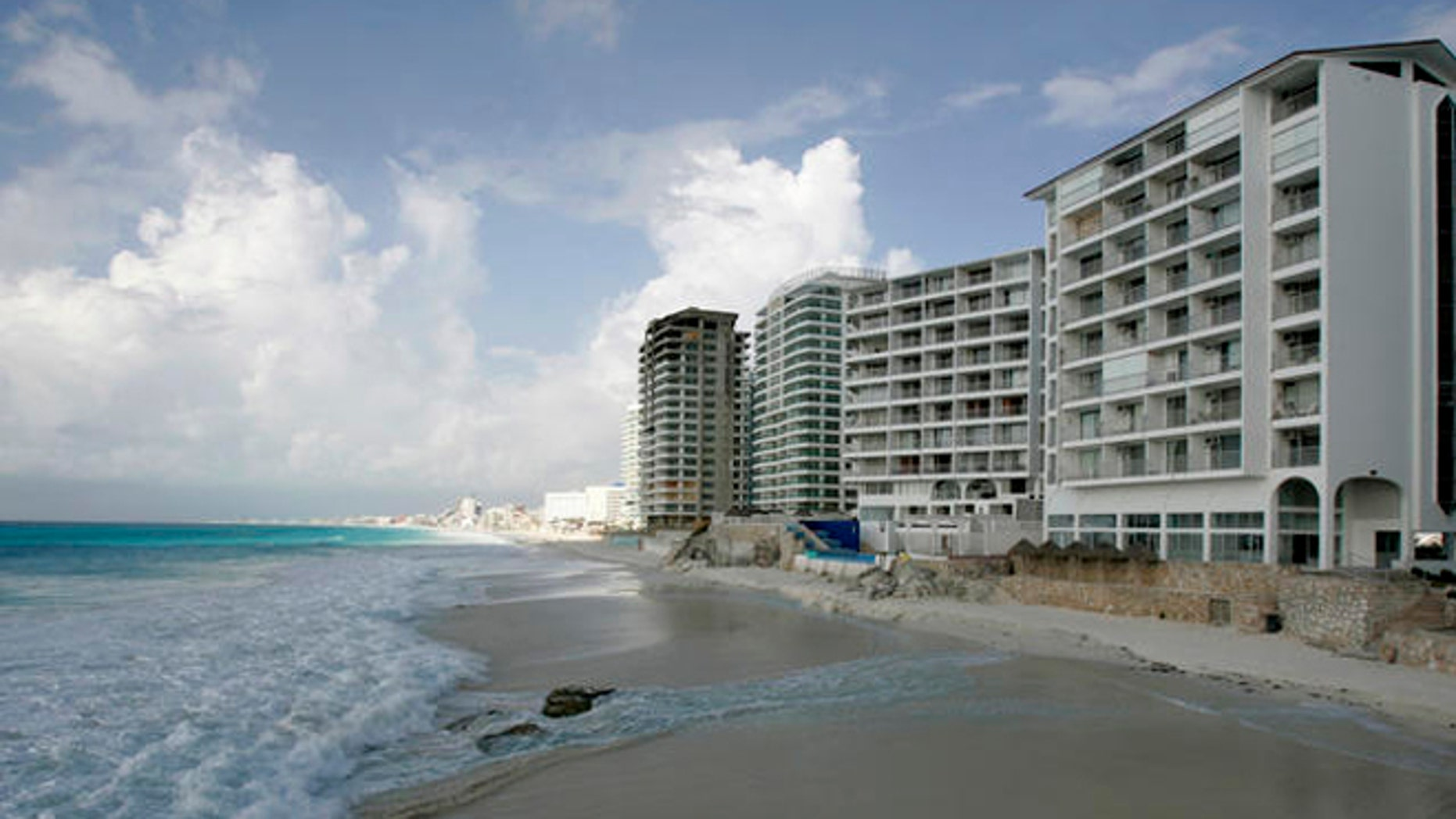 A view of an empty beach before the arrival of Hurricane Dean to the area in Cancun, southeastern Mexico, Monday, Aug. 20, 2007. Hurricane Dean spared the Cayman Islands the worst of its fury on Monday as it headed for a collision course with Mexico's resort-dotted Caribbean coast. (AP Photo/ Eduardo Verdugo)