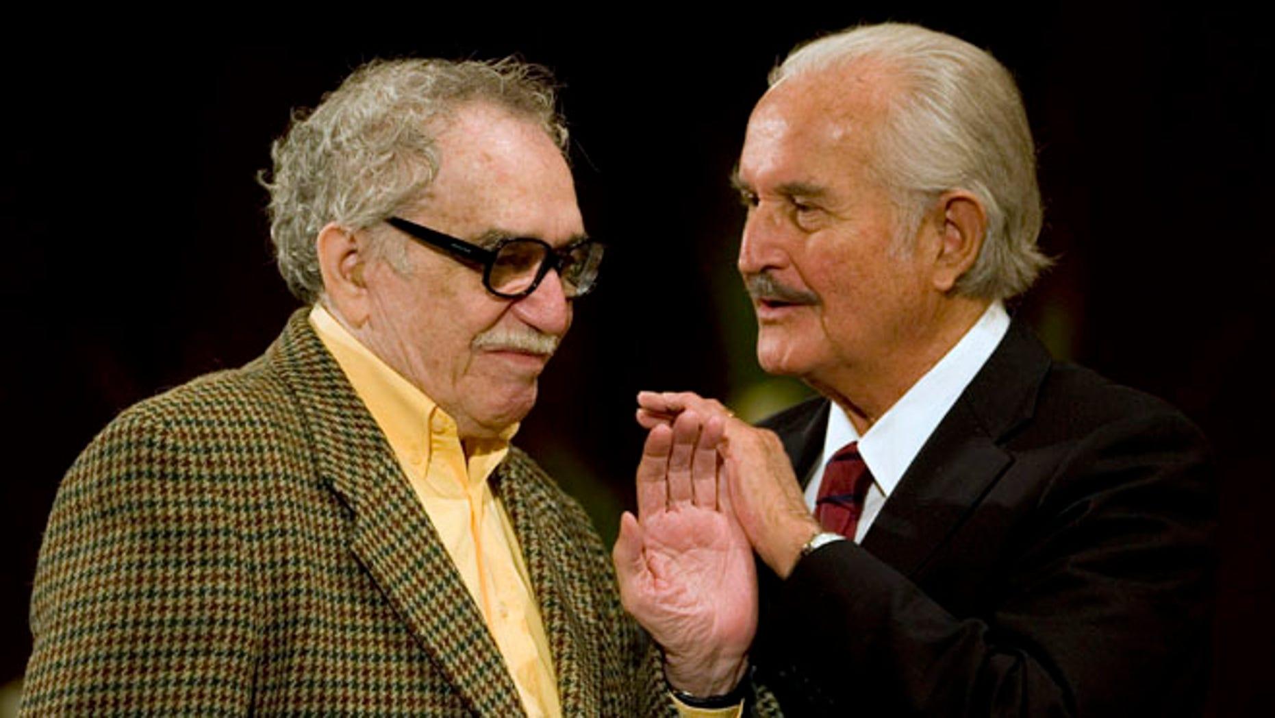 Mexican writer Carlos Fuentes, right, talks to Colombian author Gabriel Garcia Marquez. (AP Photo/Dario Lopez-Mills)