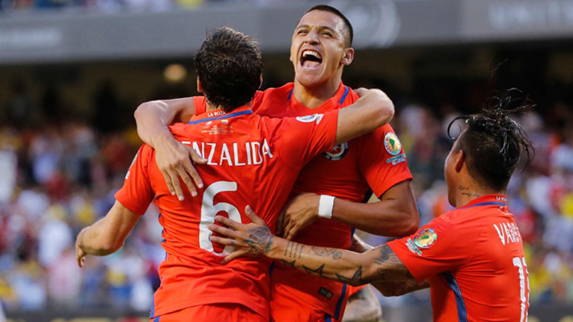 Chile's Jose Pedro Fuenzalida celebrates his goal at Soldier Field in Chicago, June 22, 2016.