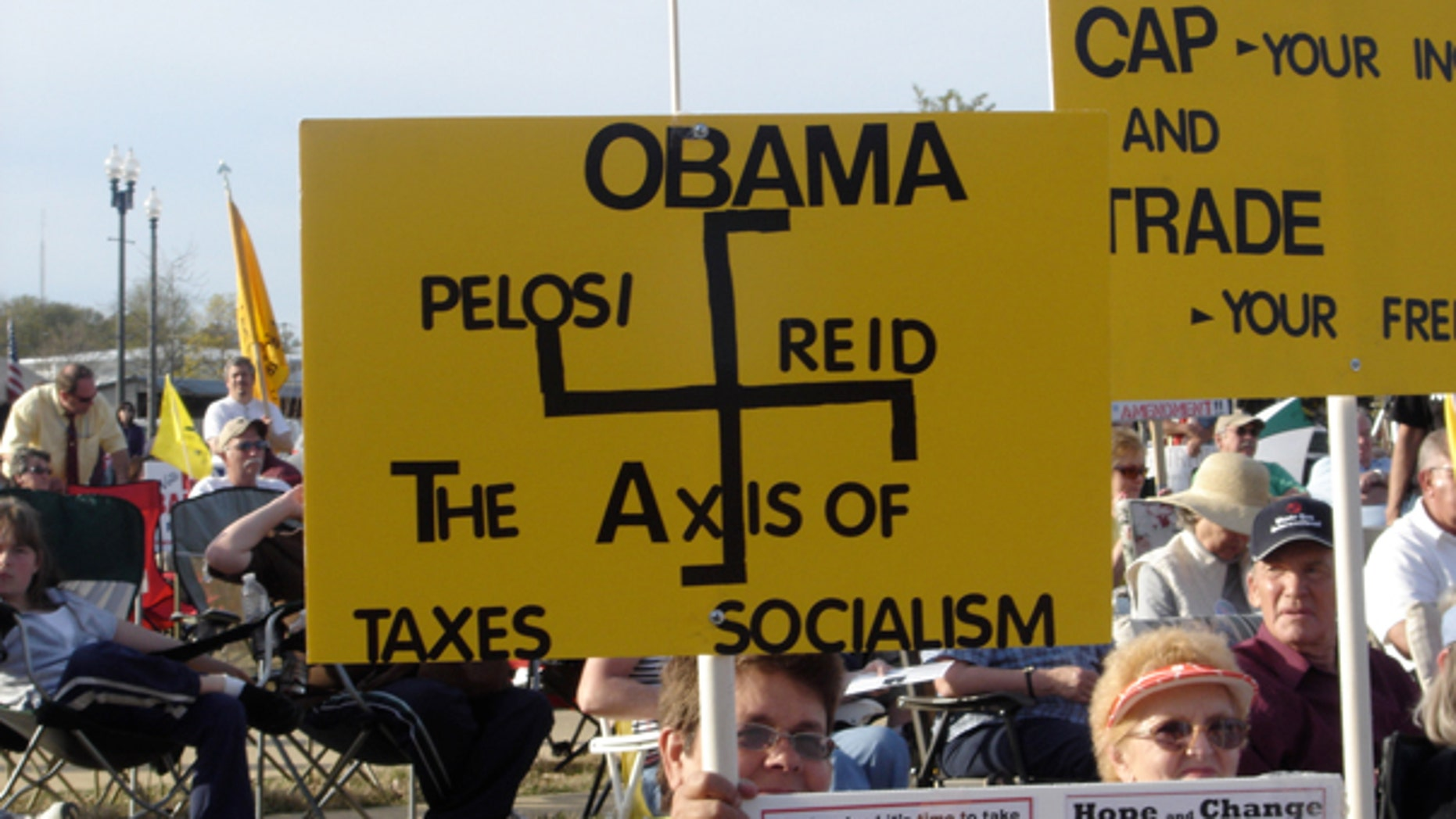 Tea Party supporters attend a rally April 3 in Tupelo, Miss. (FoxNews.com)