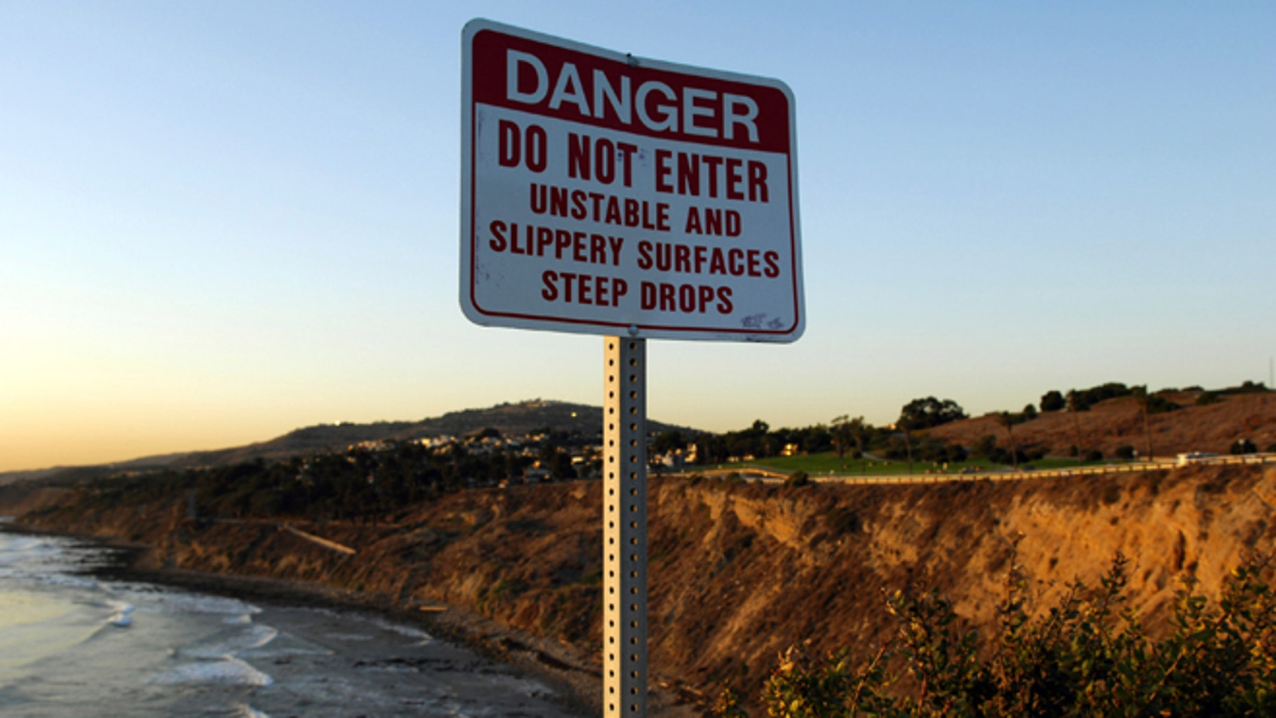 A Danger sign at Point Fermin Park in San Pedro, Calif. on Monday, January 8, 2007. The body of USC kicker Mario Danelo, 21, was found at the bottom of the rocky San Pedro cliff on Jan. 6. Los Angeles Police Department officials have ruled the death either an accident or suicide. (Photo by Kirby Lee/Getty Images)