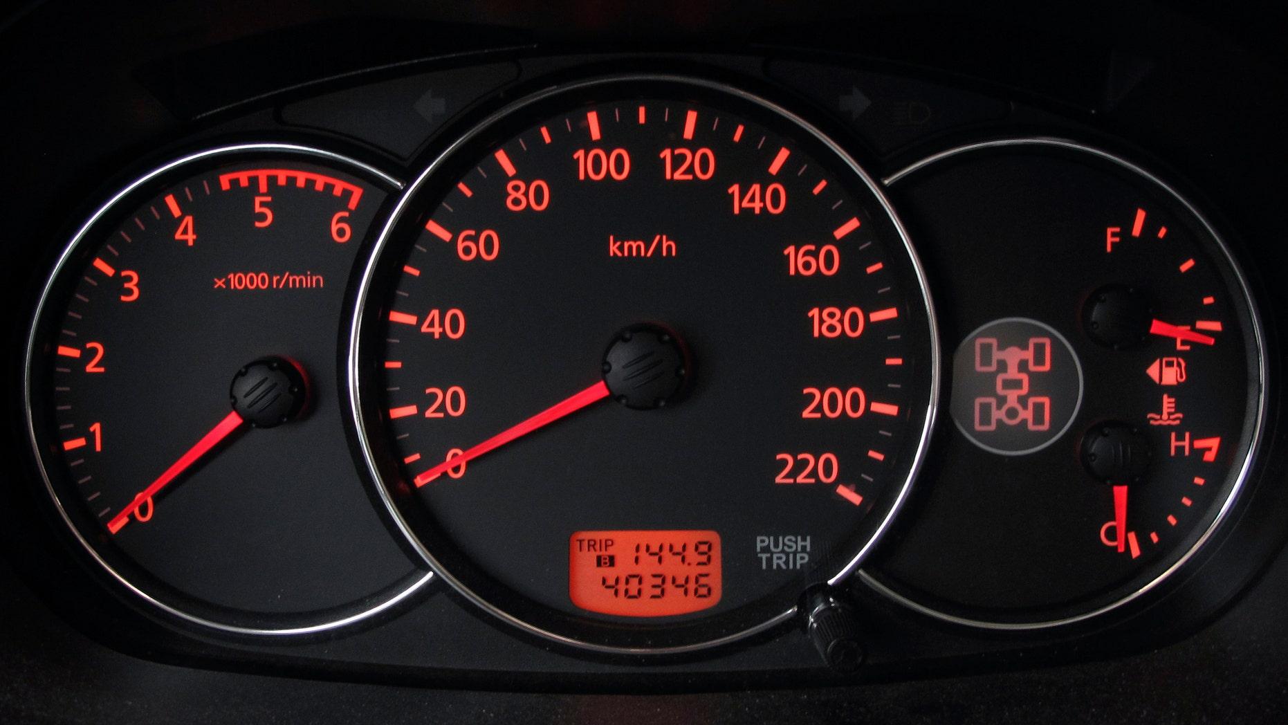 The dashboard of a Mitsubishi Pajero sport is seen in Kiev, March 2, 2012.   REUTERS/Gleb Garanich (UKRAINE  - Tags: TRANSPORT)   - RTR2YR15