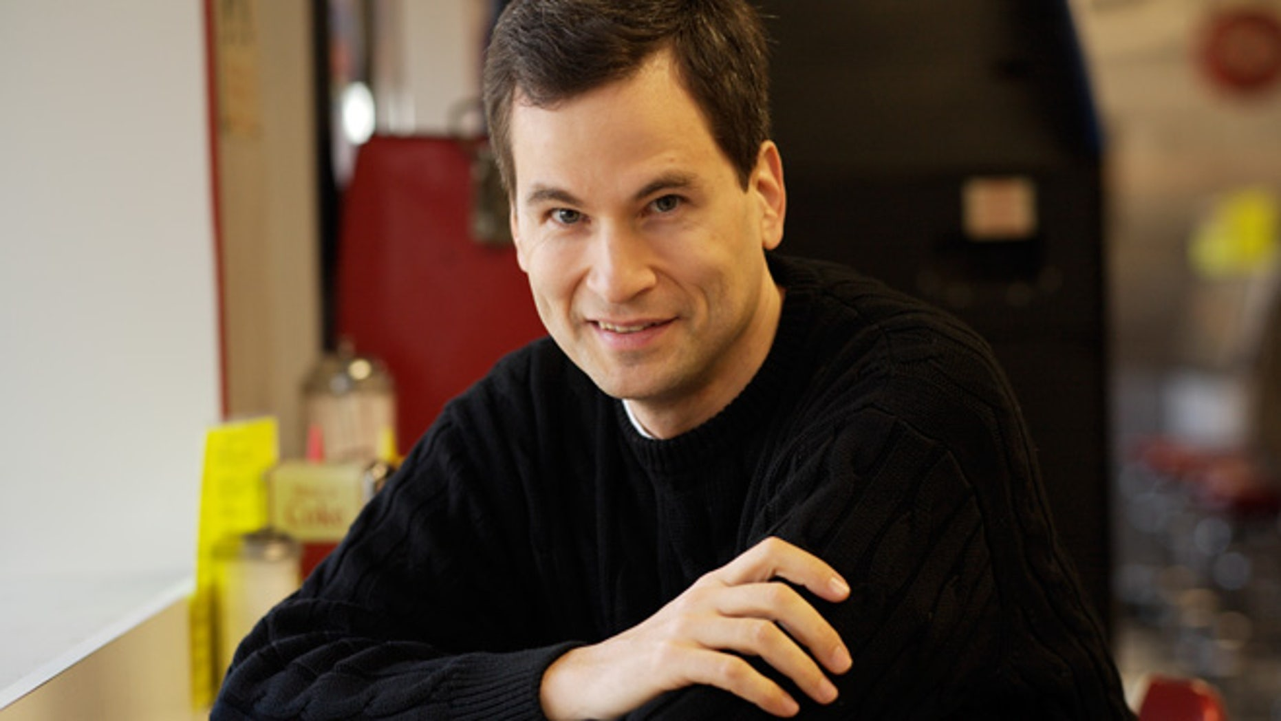 New York Times technology columnist and gadget reviewer David Pogue is leaving the newspaper to cover similar topics for Yahoo.