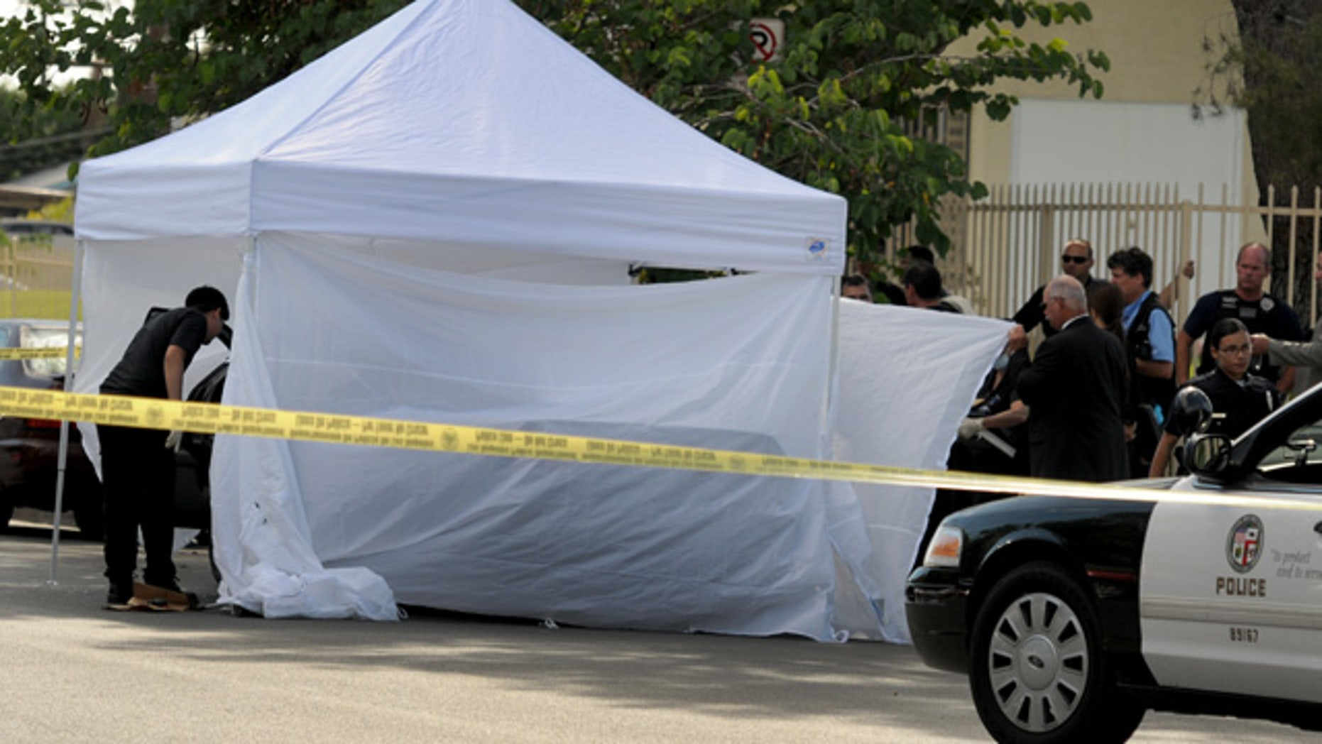 August 24, 2014: Los Angeles Police Department officers investigate the scene of a shooting where one person was killed near the 14400 block of Polk Street in Sylmar, Calif. (AP Photo/Los Angeles Daily News, Dean Musgrove)