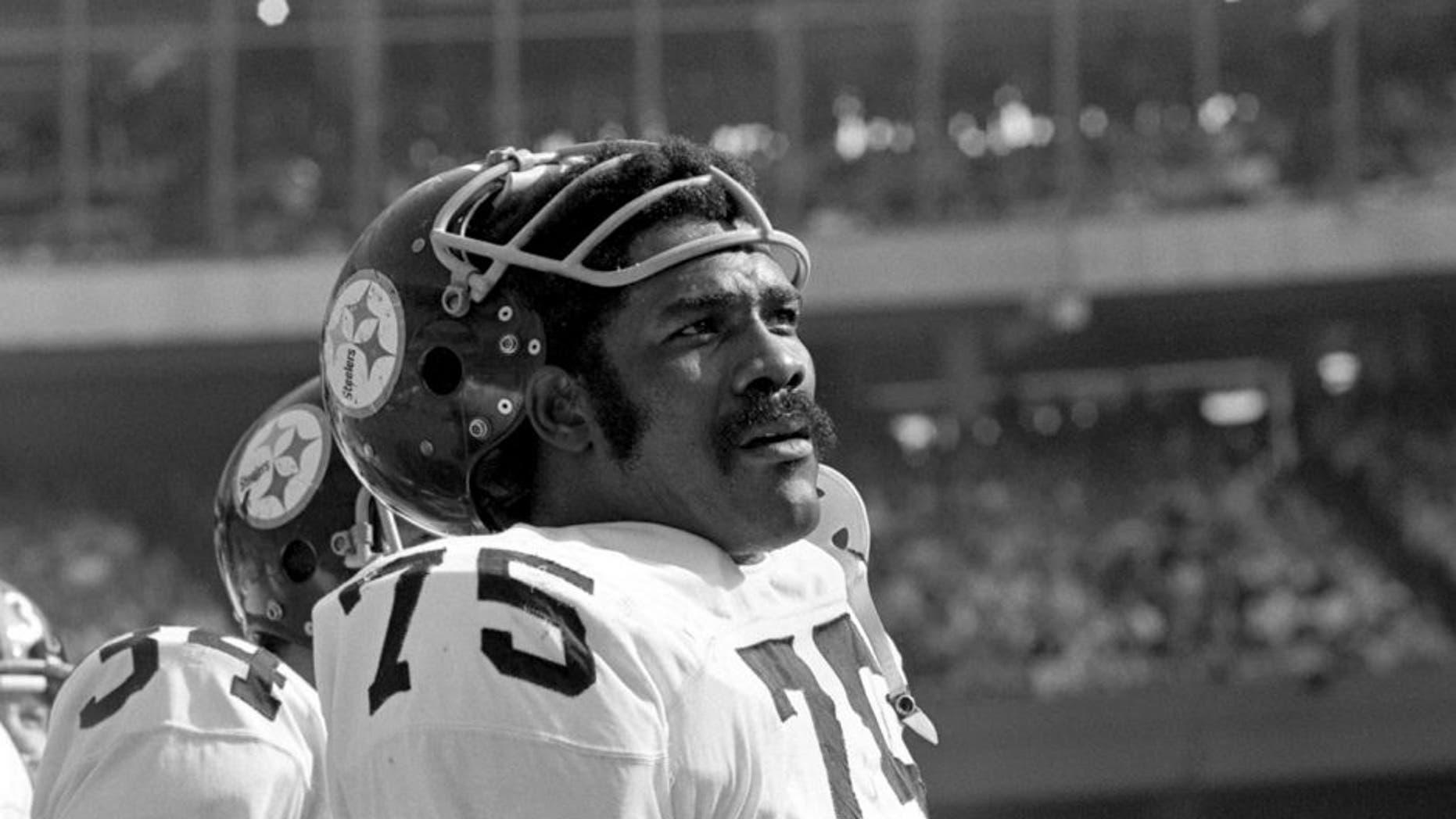 CINCINNATI - NOVEMBER 2: Defensive lineman Joe Greene #75 of the Pittsburgh Steelers on the sidelines during a game on November 2, 1975 against the Cincinnati Bengals at Riverfront Stadium in Cincinnati, Ohio. (Photo by: Diamond Image/Getty Images) *** Local Caption *** Joe Greene