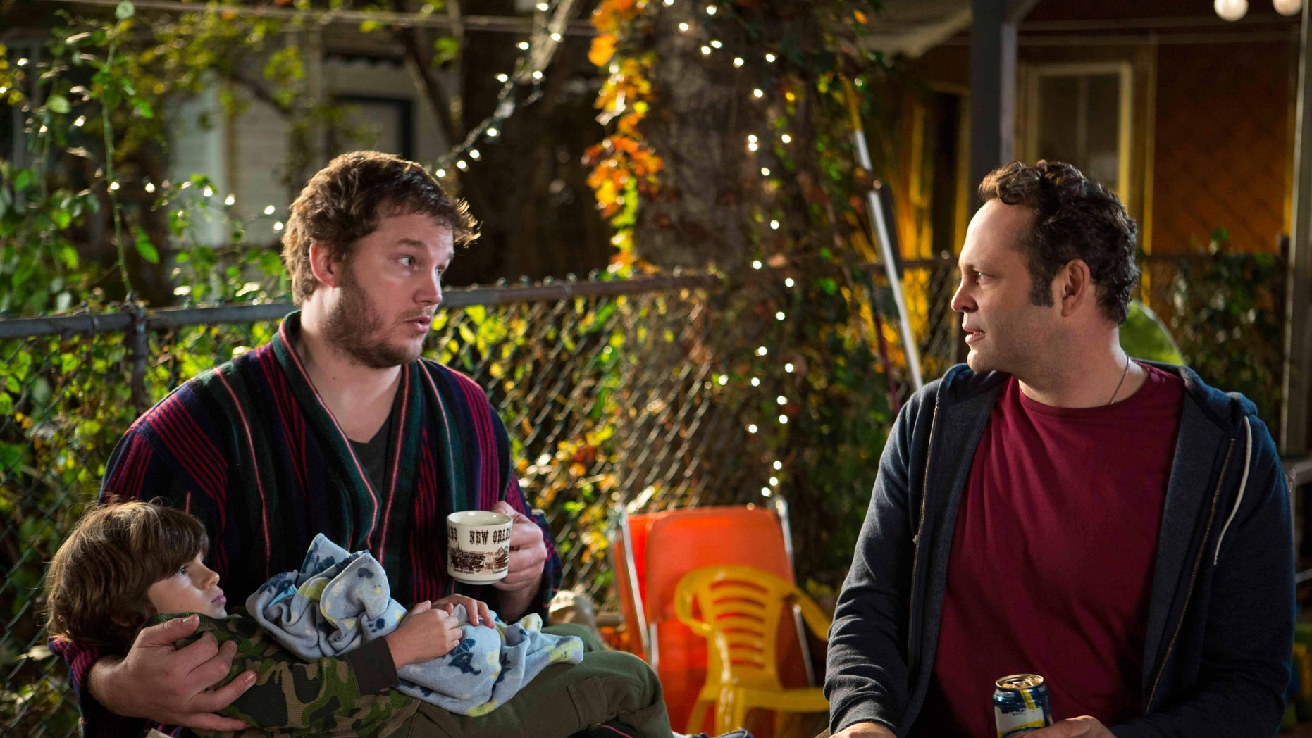 """This image released by Disney DreamWorks II Distribution Co. shows Chris Pratt, left, and Vince Vaughn in a scene from """"Delivery Man"""".  (AP Photo/Disney-DreamWorks II Distribution Co., Jessica Miglio)"""