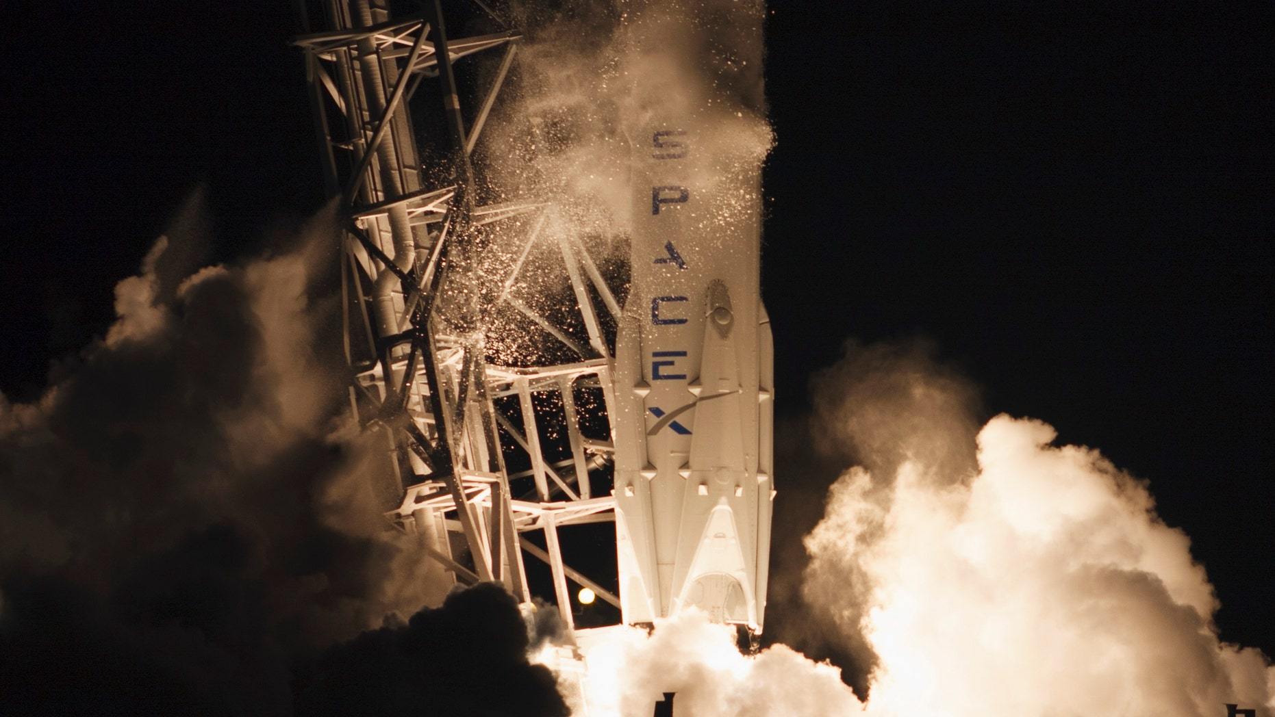 The unmanned Falcon 9 rocket launched by SpaceX on a cargo resupply service mission to the International Space Station (ISS), lifts off from the Cape Canaveral Air Force Station in Cape Canaveral, Florida Jan. 10, 2015.