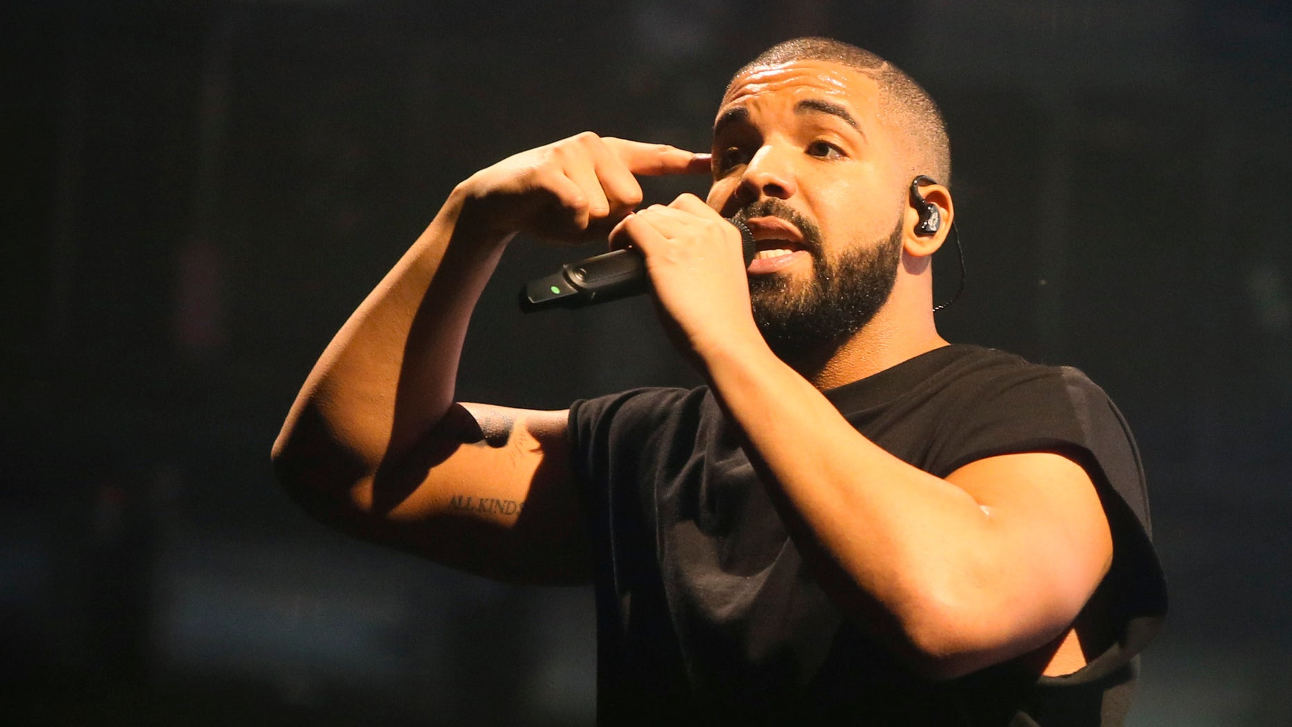 Drake performs at the Austin City Limits Music Festival in Zilker Park on Saturday, Oct. 3, 2015, in Austin, Texas. (Photo by Jack Plunkett/Invision/AP)