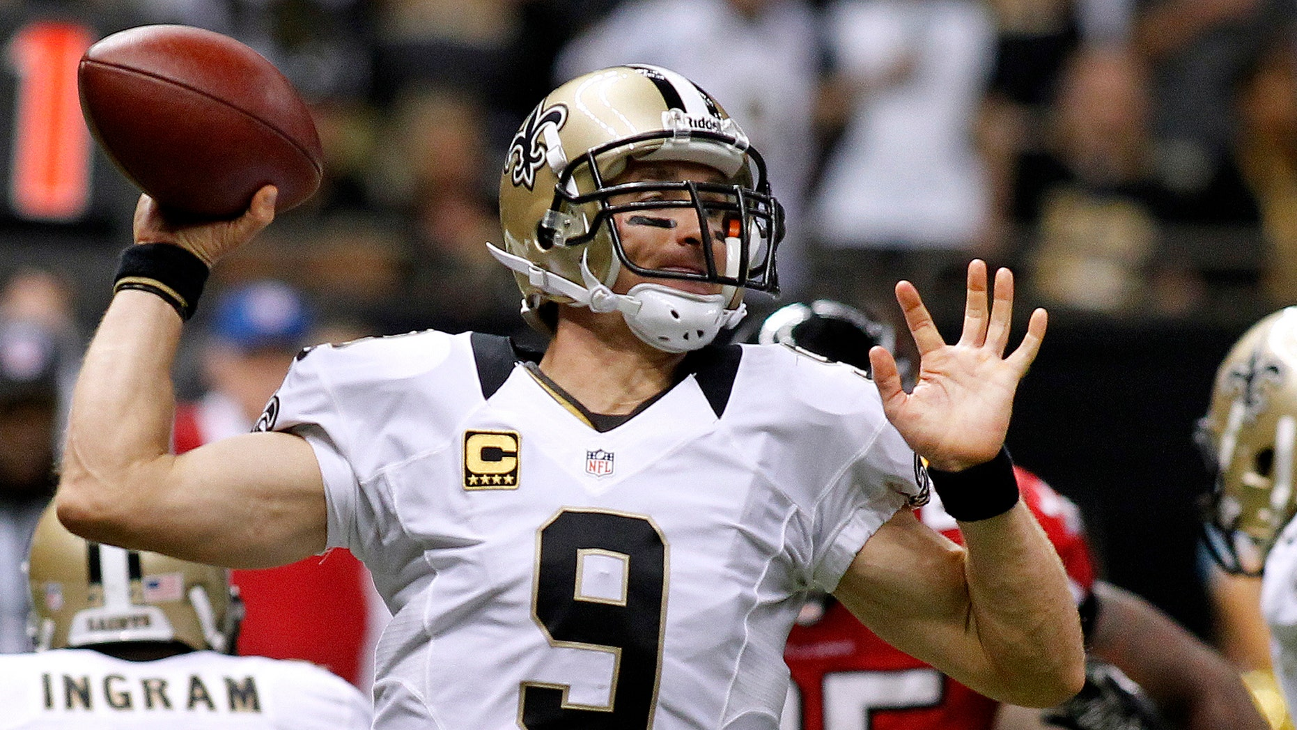 f7db01299 New Orleans Saints quarterback Drew Brees throws the ball during the second  half of their NFL