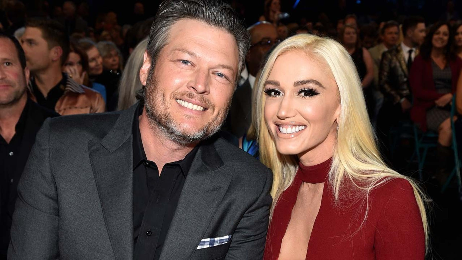 Blake Shelton brings girlfriend Gwen Stefani to the 2018 ACM Awards.