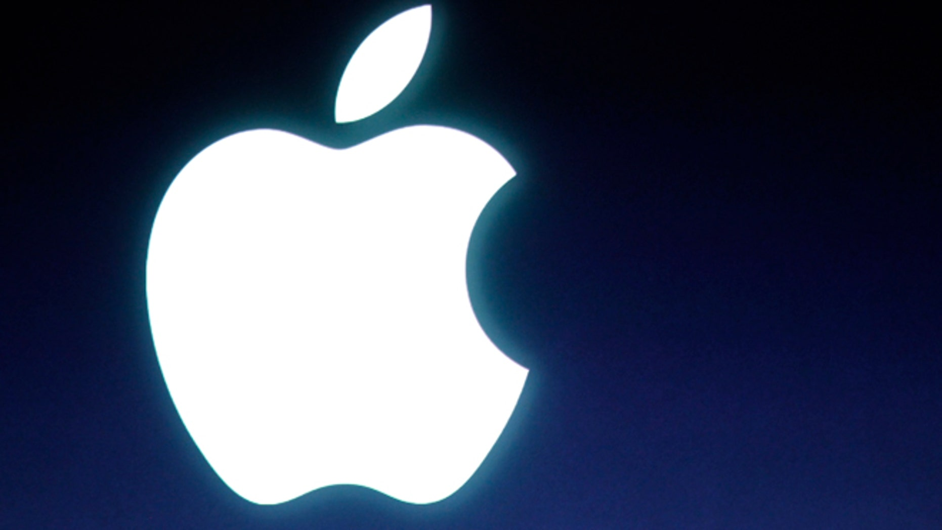 """June 20, 2013: A Justice Department lawyer urged a judge to find that Appleconspired with publishers to raise electronic book prices, while an attorney for the computer giant warned that such a finding in the civil antitrust case would set a """"dangerous precedent"""" for businesses."""