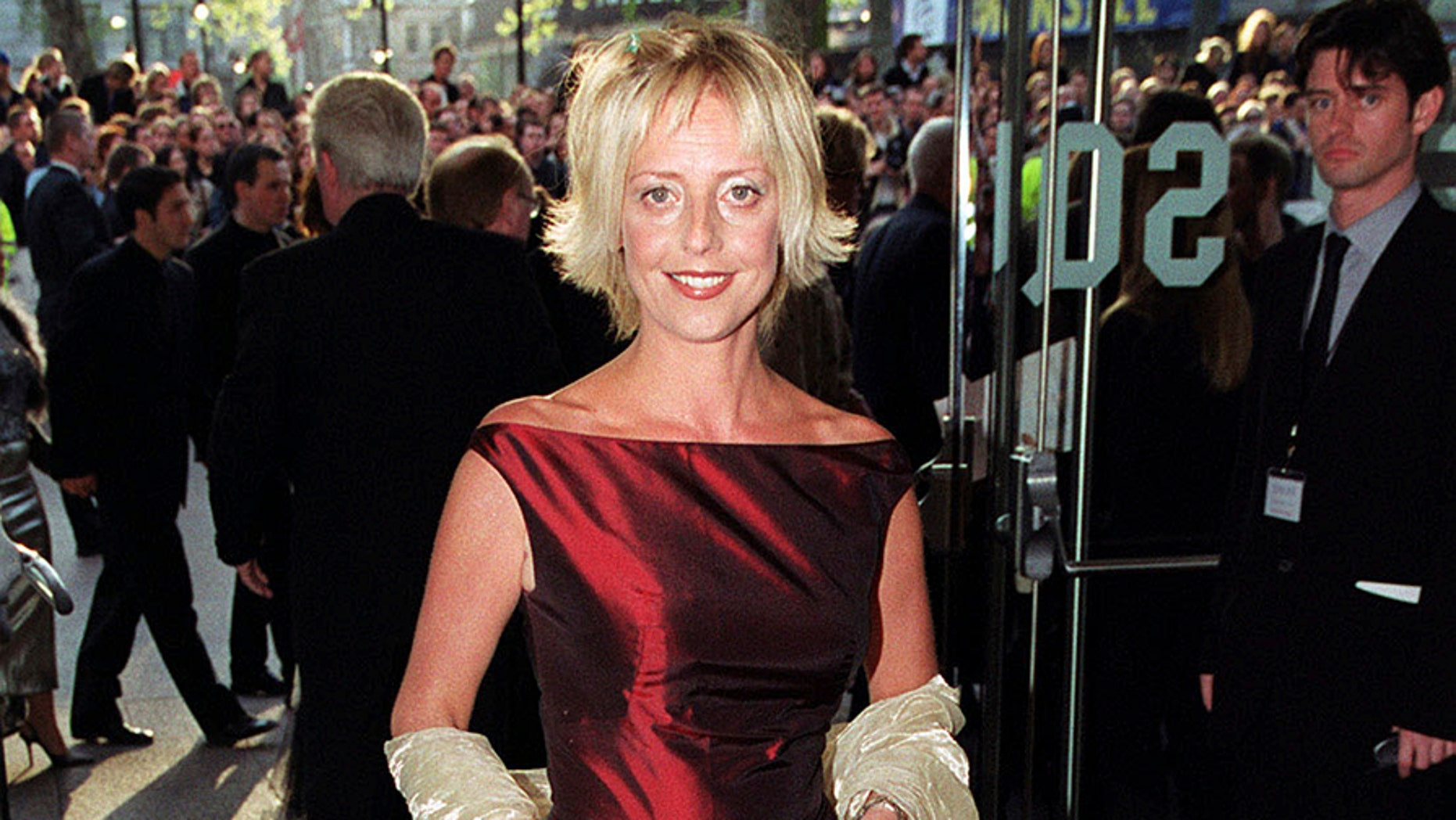 """FILE - In this file photo dated April 27, 1999, British actress Emma Chambers on the des carpet in London.   The actress known for her roles in TV series """"The Vicar of Dibley"""" and the movie """"Notting Hill"""", Chambers has died of natural causes at the age of 53, according to an announcement from her agent John Grant, Saturday Feb. 24, 2018. (Peter Jordan/PA FILE via AP)"""