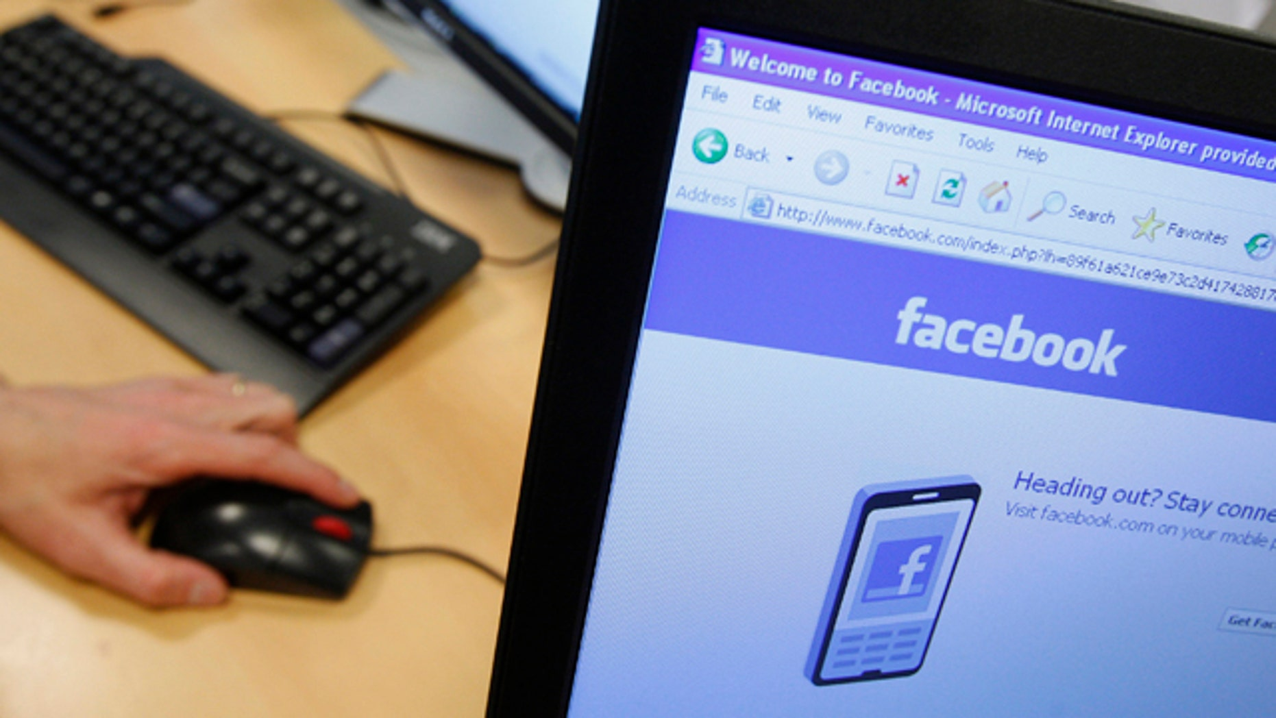 A Facebook page is displayed on a computer screen in Brussels April 21, 2010. Over the past six years, social networking has been the Internet's stand-out phenomenon, linking up more than one billion people eager to exchange videos, pictures or last-minute birthday wishes.  To match feature: INTERNET-SOCIALMEDIA/PRIVACY REUTERS/Thierry Roge   (BELGIUM - Tags: SOCIETY BUSINESS)