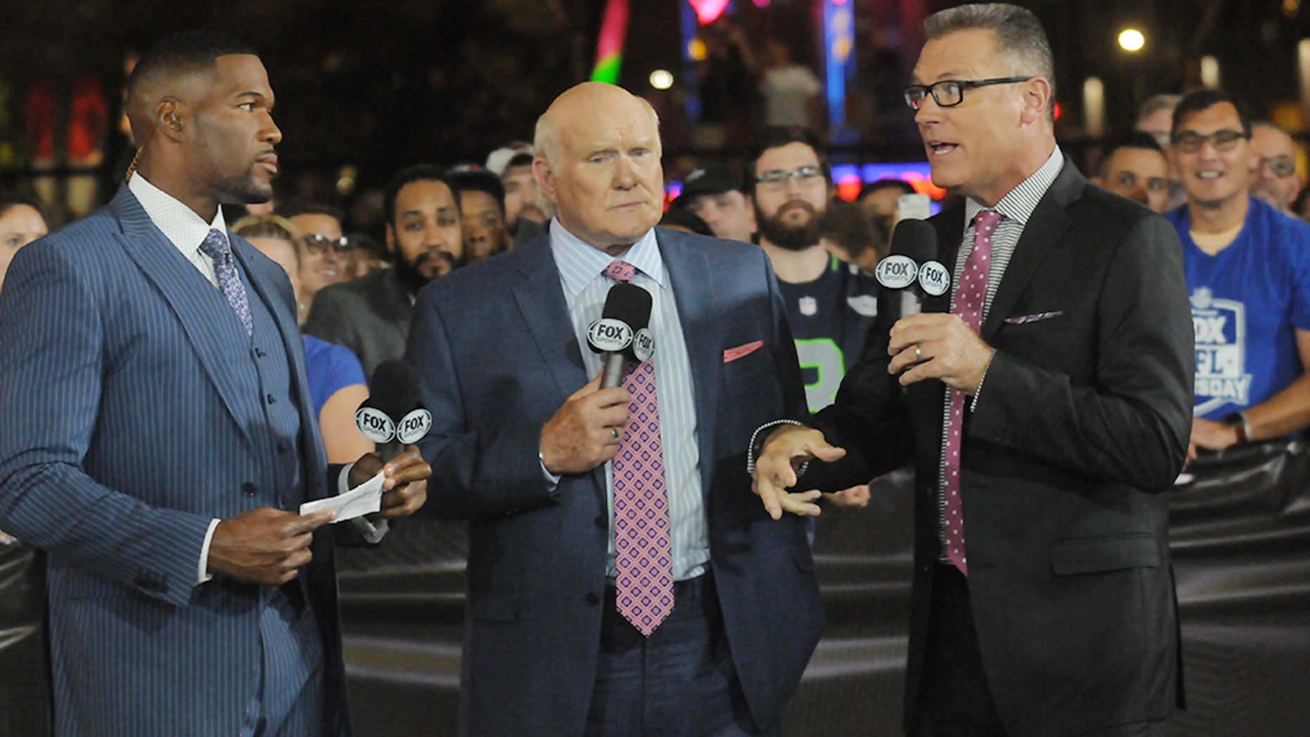 Sunday mainstays Michael Strahan, Terry Bradshaw and Howie Long host the pregame coverage on Fox.