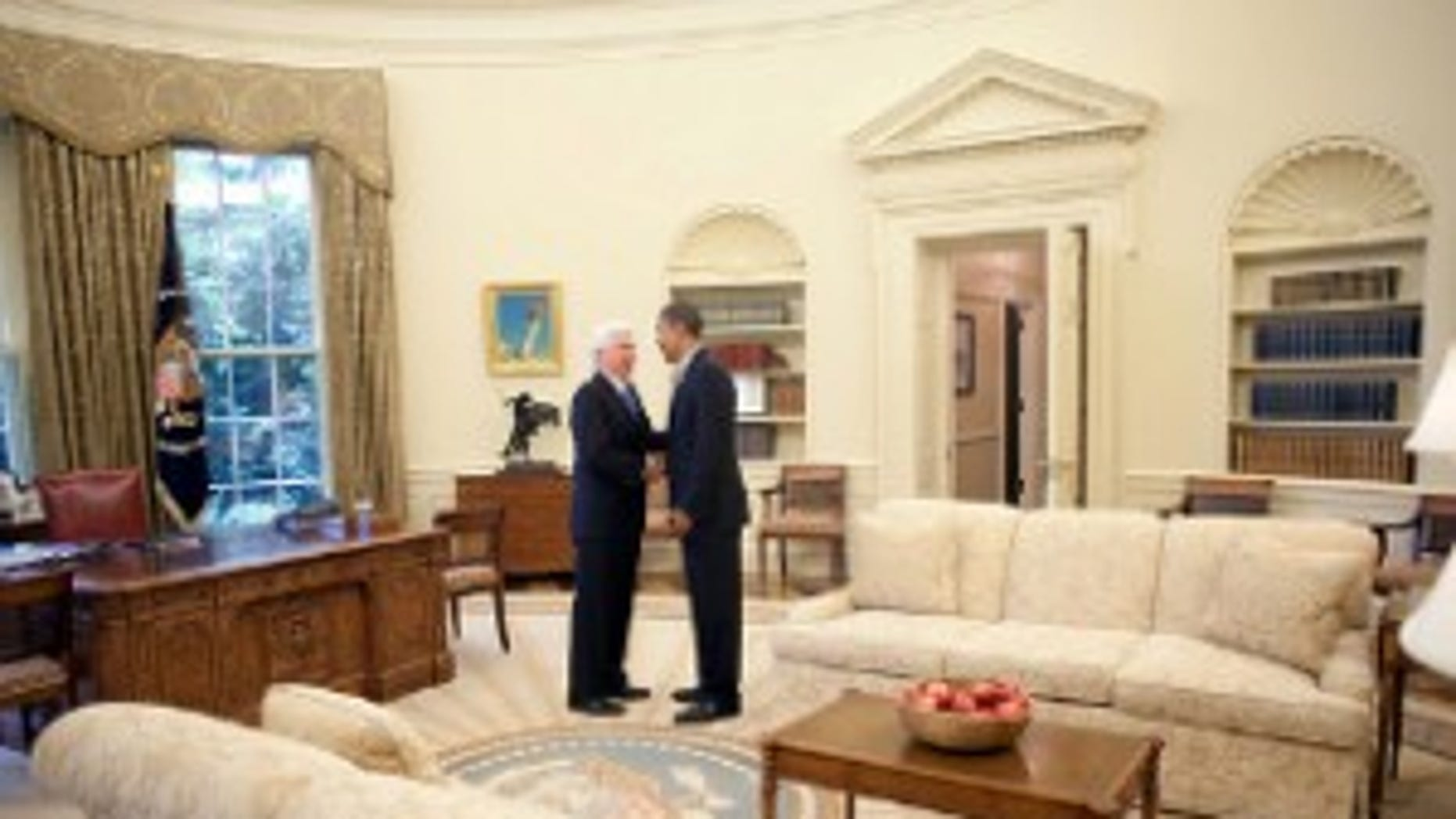 President Obama talks with Sen. Chris Dodd (D-CT) in the Oval Office following a health care event in the Rose Garden of the White House July 15, 2009 (WH Photo)