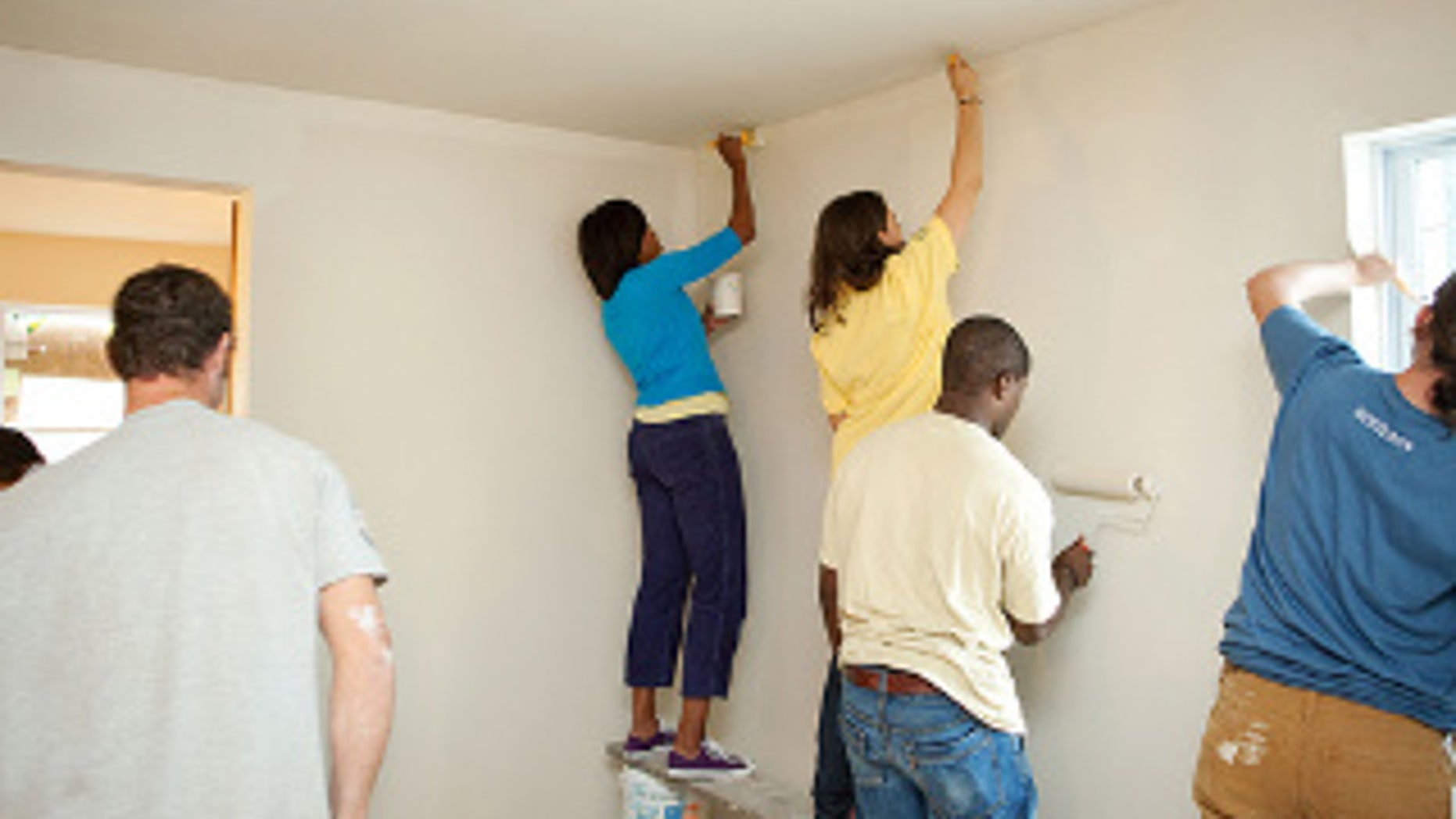 First Lady Michelle Obama participates in a United We Serve service volunteer event at a Habitat For Humanity site in Washington, D.C. (WH Photo)