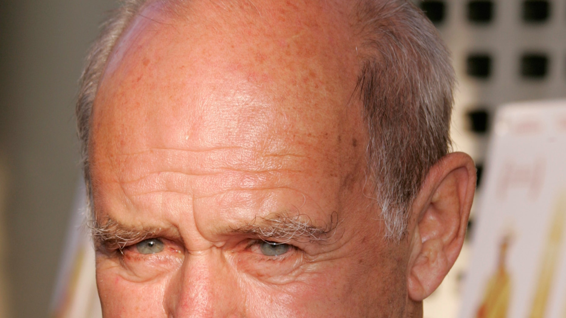 """Actor Geoffrey Lewis, father of actress Juliette Lewis, arrives as a guest for the premiere of the new drama film """"Down in the Valley"""" at the opening night of the Los Angeles Film Festival in Hollywood June 16, 2005. REUTERS"""