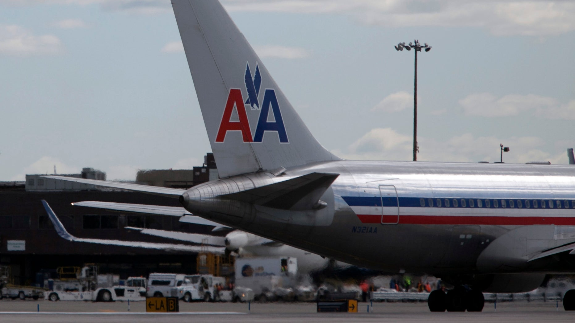 NEW YORK, NY - APRIL 27: An American Airlines plane is seen at John F. Kennedy International Airport April 27, 2012 in the Queens borough of New York City.  (Photo by Allison Joyce/Getty Images)