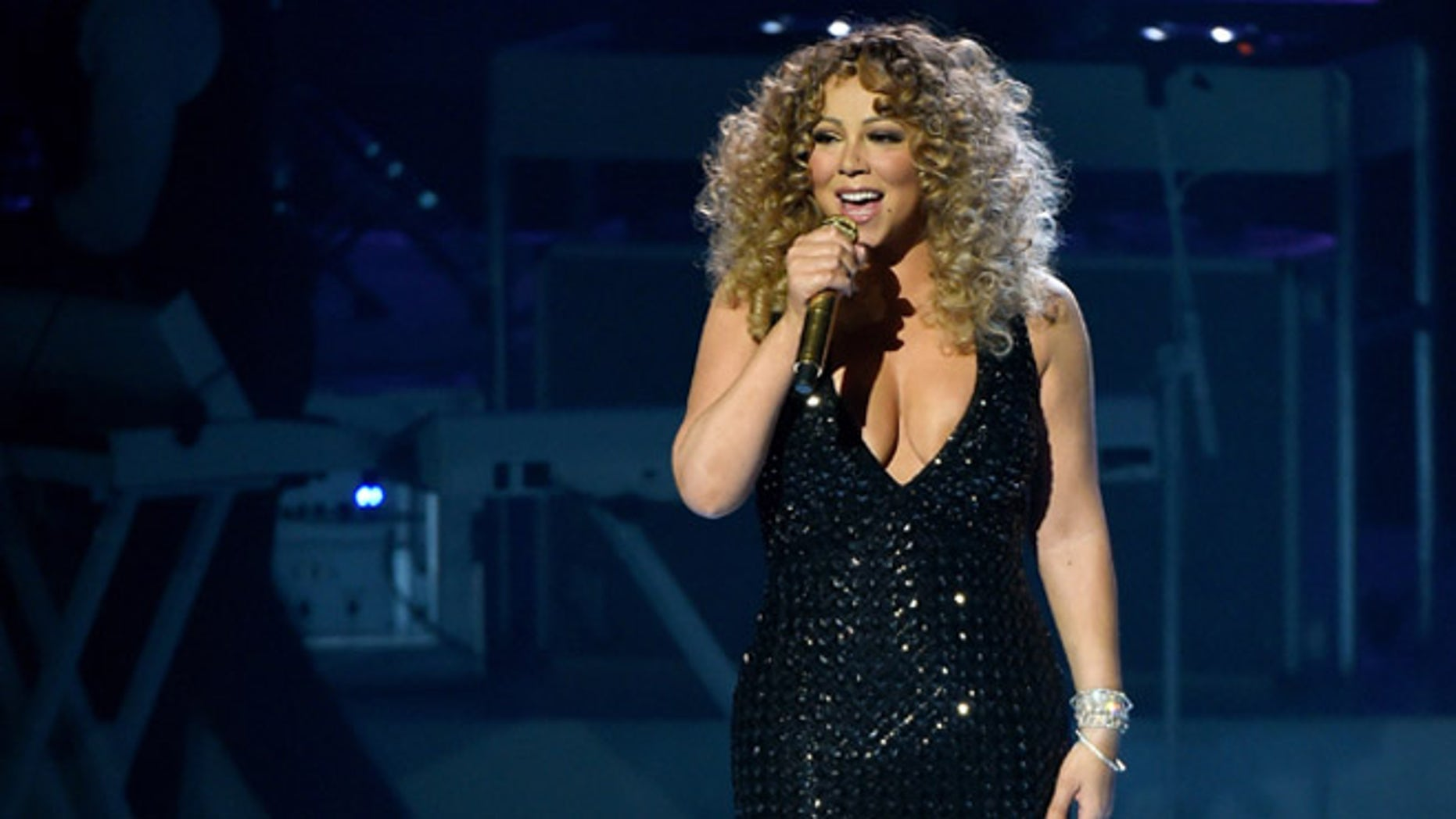 """LAS VEGAS, NV - MAY 06:  Singer/songwriter Mariah Carey performs during the launch of her residency """"MARIAH #1 TO INFINITY"""" at The Colosseum at Caesars Palace on May 6, 2015 in Las Vegas, Nevada.  (Photo by Ethan Miller/Getty Images)"""