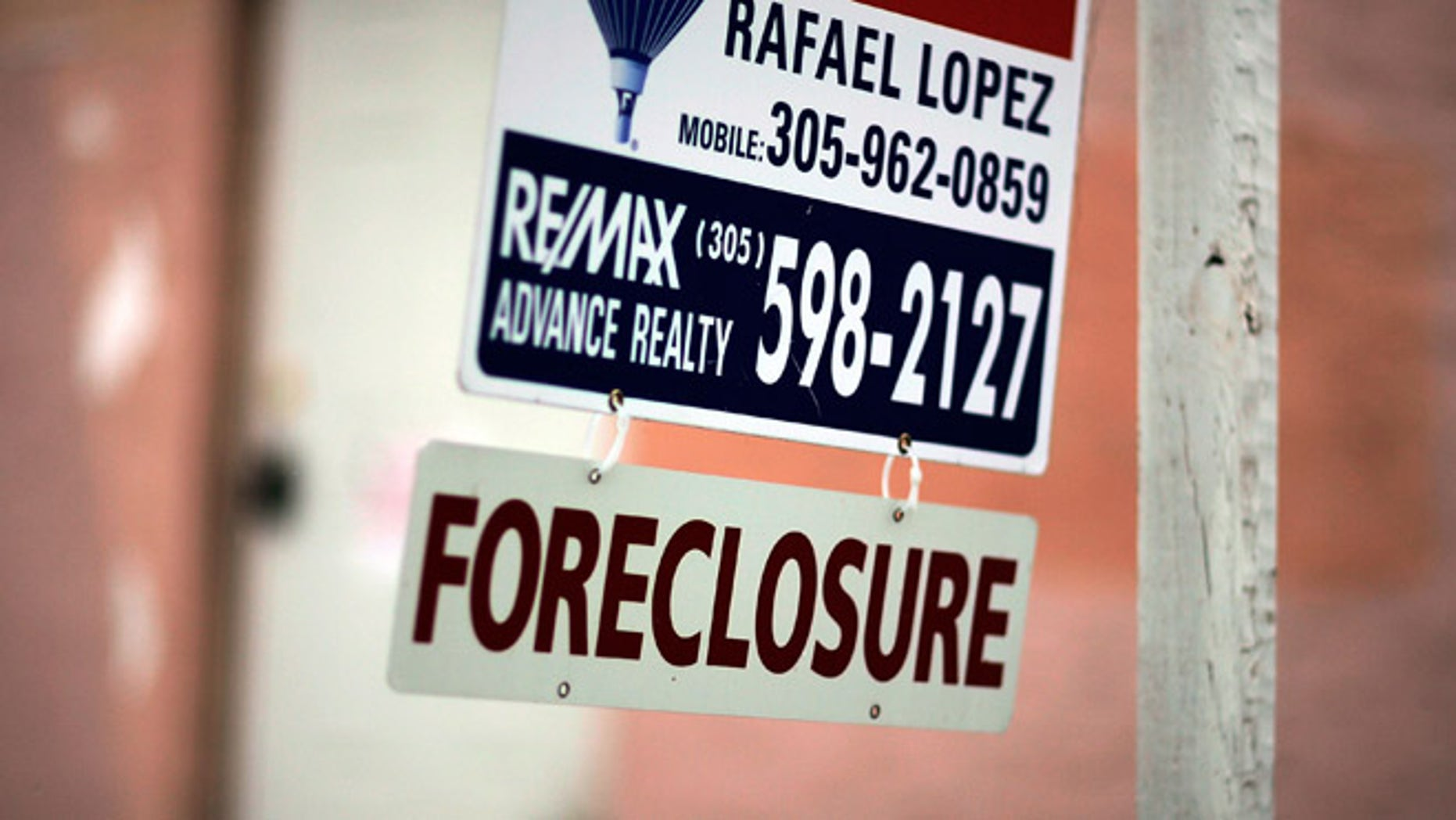 MIAMI - SEPTEMBER 18:  A foreclosure sign hangs in front of a home September 18, 2007 in Miami, Florida. According to August numbers released by RealtyTrac, delinquencies and defaults more than doubled versus August 2006 and jumped 36 percent from July. The number is the highest number of foreclosure filings reported in a single month since the company began tracking monthly filings two years ago.  (Photo by Joe Raedle/Getty Images)