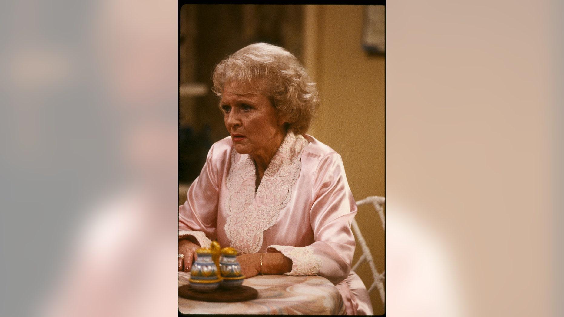 """Betty White filming a scene of """"Golden Girls."""""""